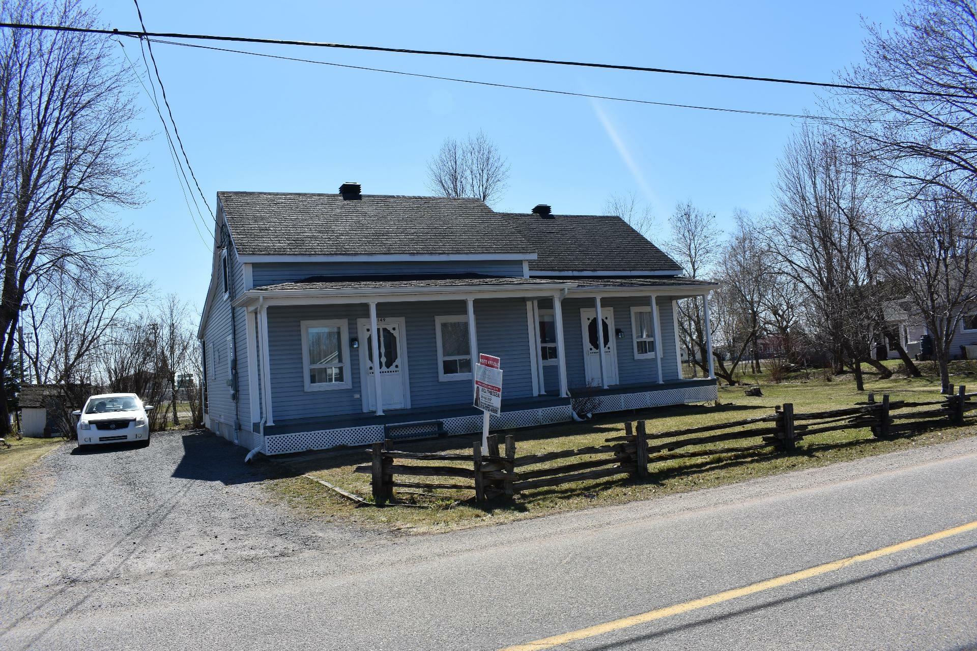 image 3 - House For sale Maskinongé - 12 rooms