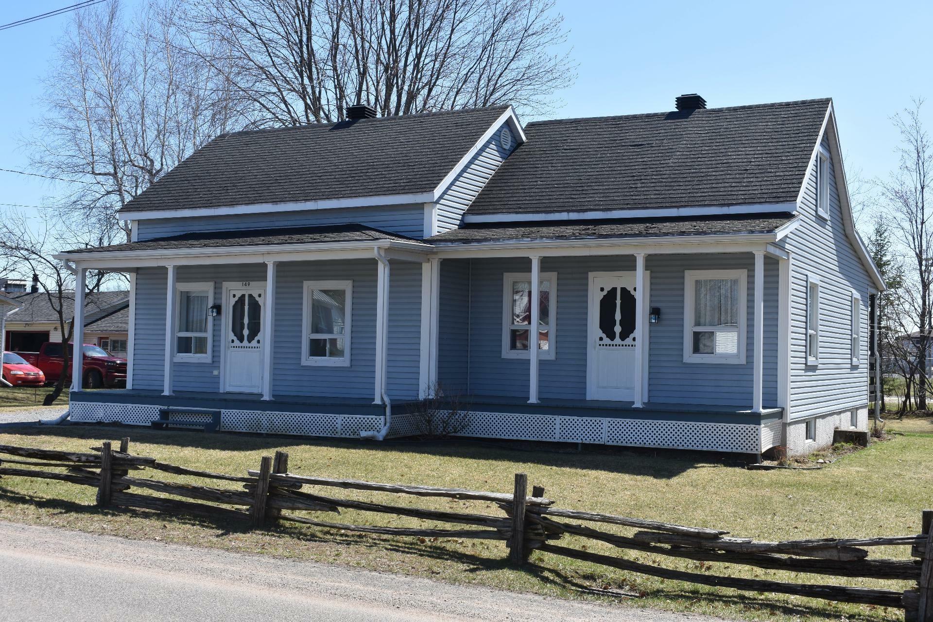 image 0 - House For sale Maskinongé - 12 rooms