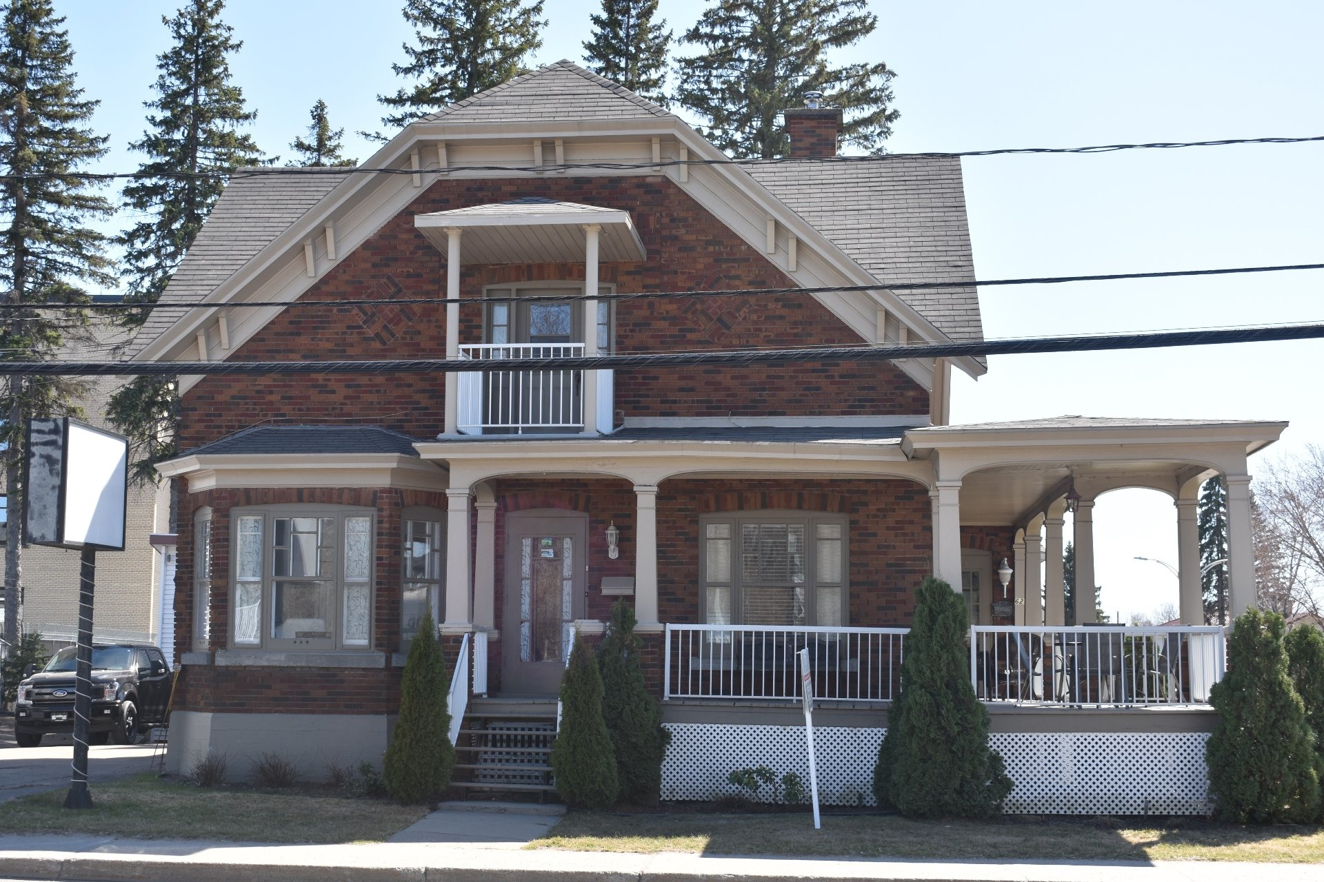 image 3 - House For sale Louiseville - 10 rooms