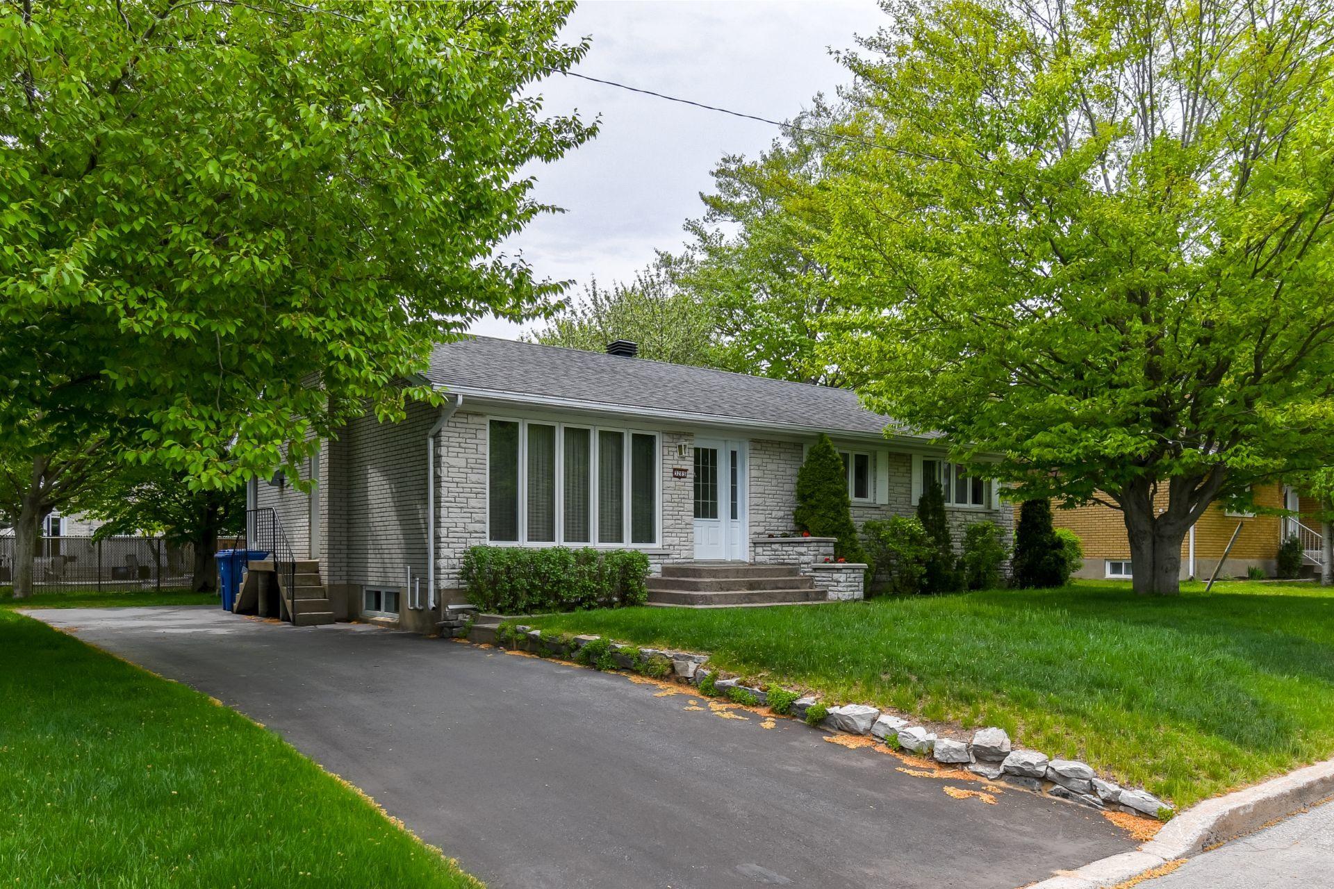 image 1 - House For sale Trois-Rivières - 13 rooms