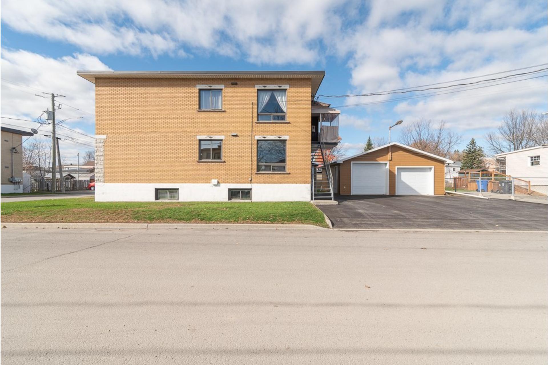 image 1 - Duplex À vendre Sainte-Anne-des-Plaines - 5 pièces