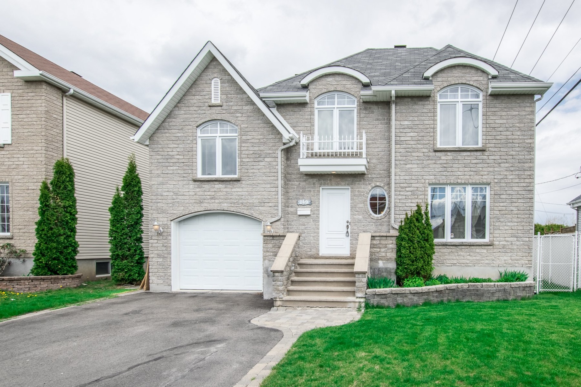 image 0 - House For sale Châteauguay - 11 rooms