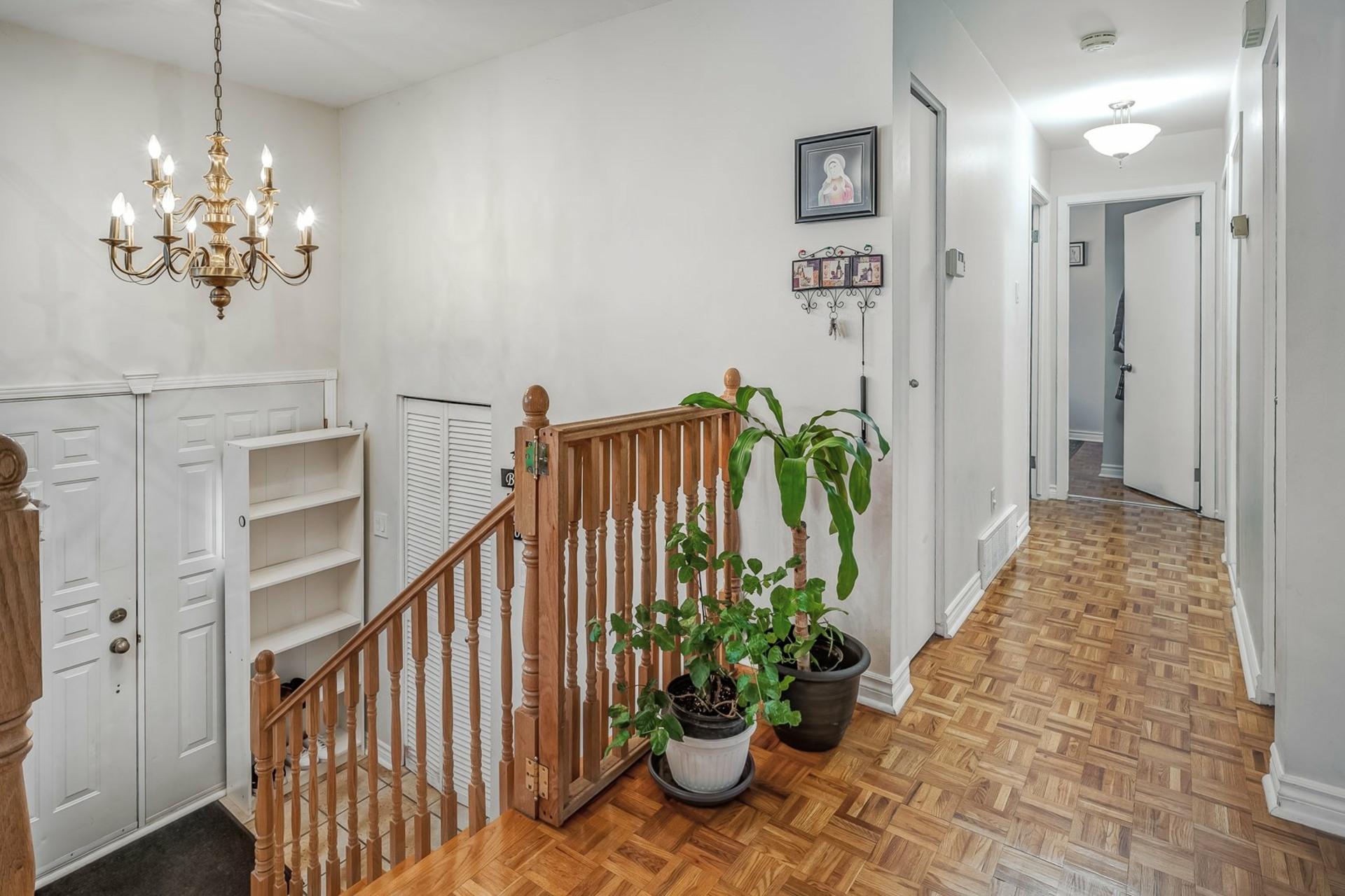 image 2 - House For sale Dollard-Des Ormeaux - 9 rooms