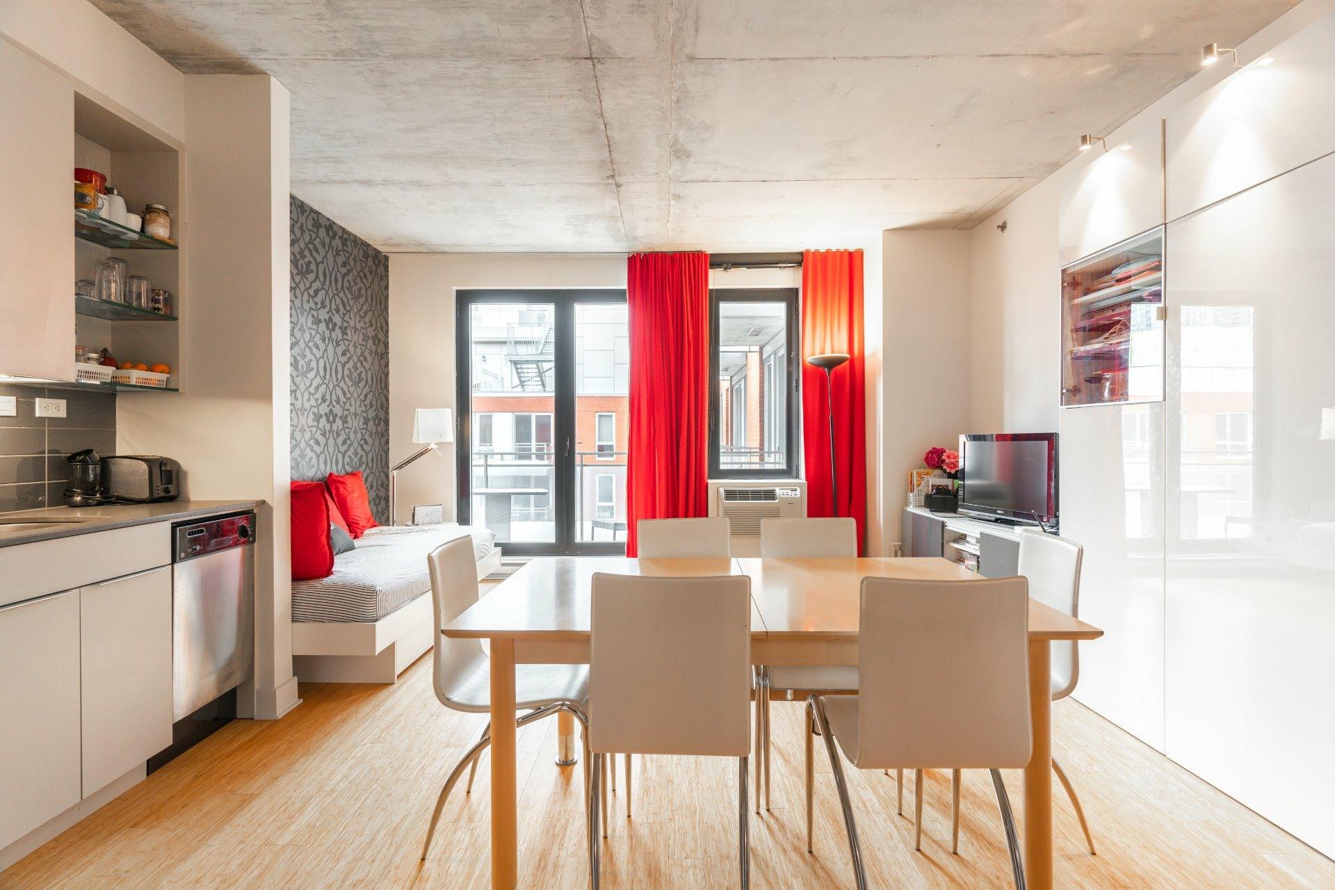 image 0 - Appartement À louer Le Sud-Ouest Montréal  - 5 pièces