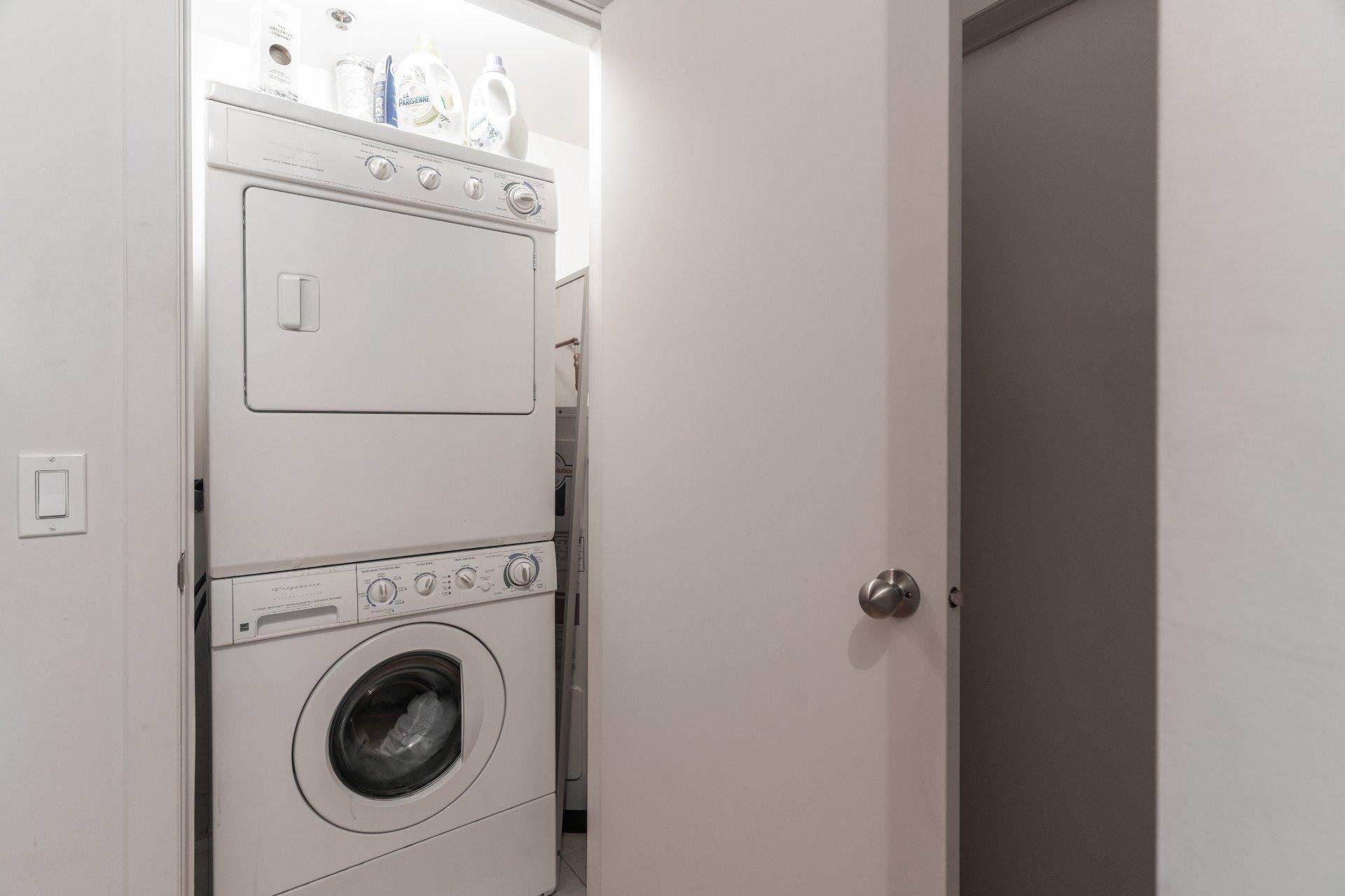 image 15 - Appartement À louer Le Sud-Ouest Montréal  - 5 pièces