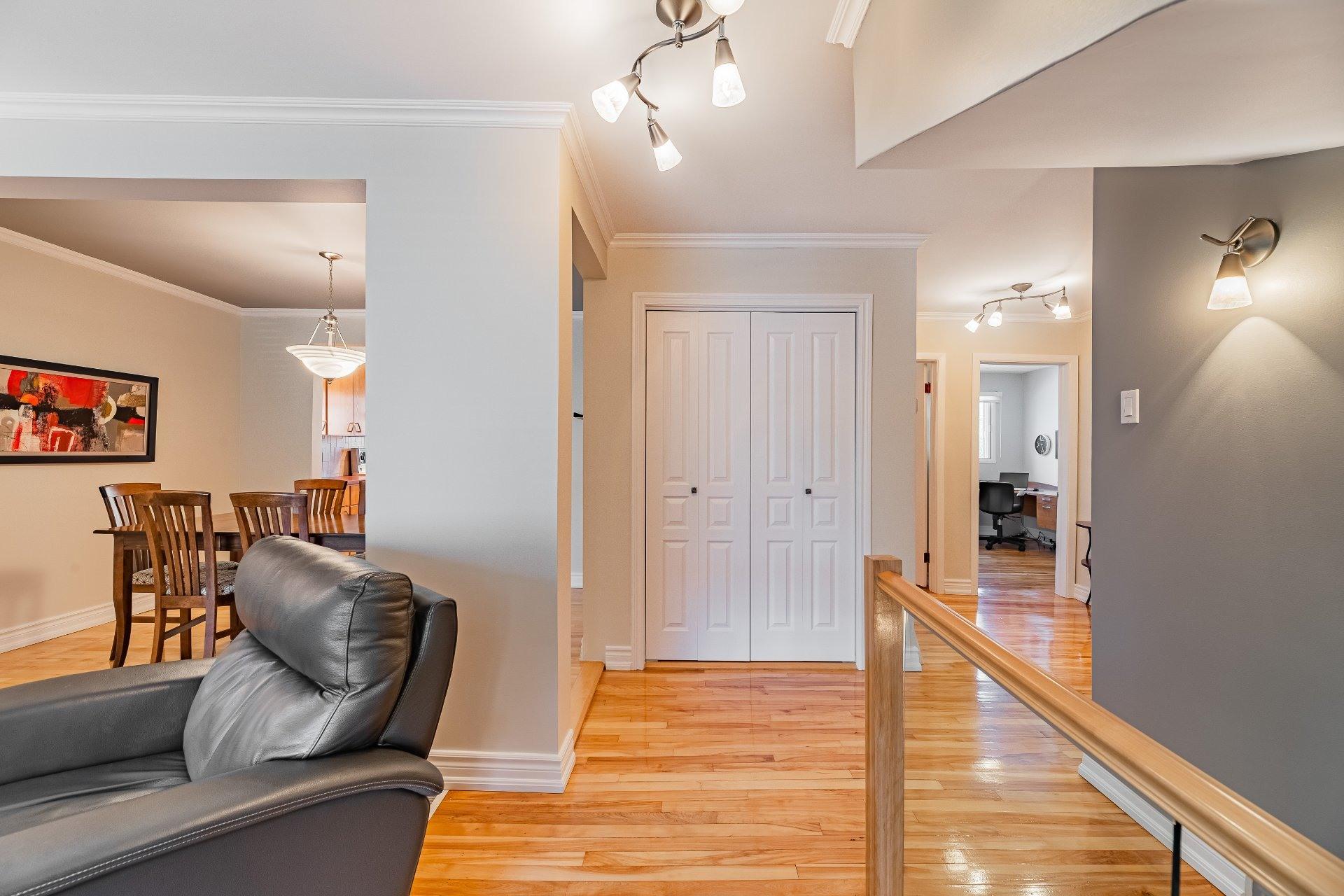 image 2 - Triplex For sale Mercier/Hochelaga-Maisonneuve Montréal  - 6 rooms