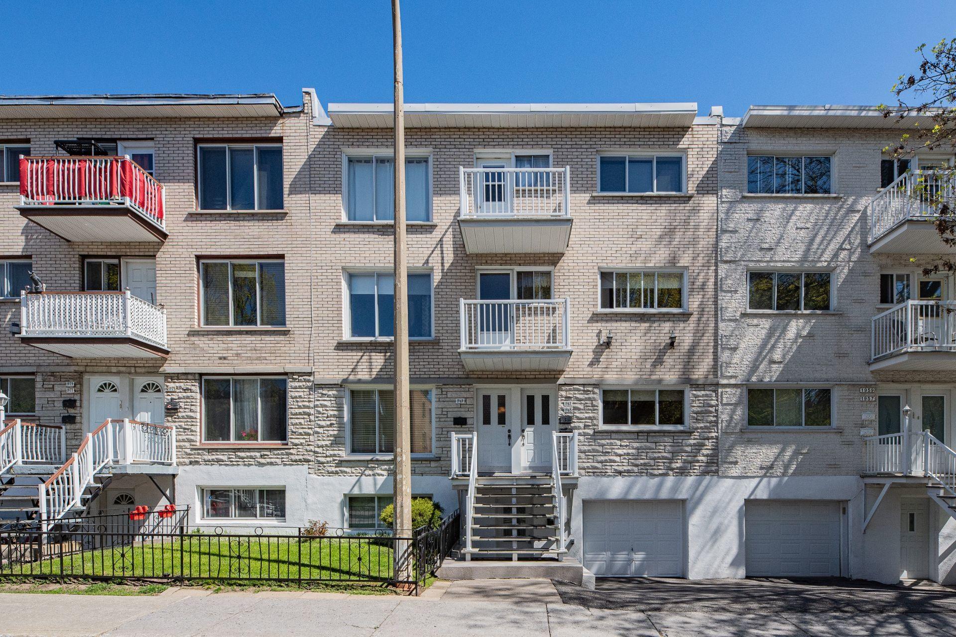 image 0 - Triplex For sale Mercier/Hochelaga-Maisonneuve Montréal  - 6 rooms