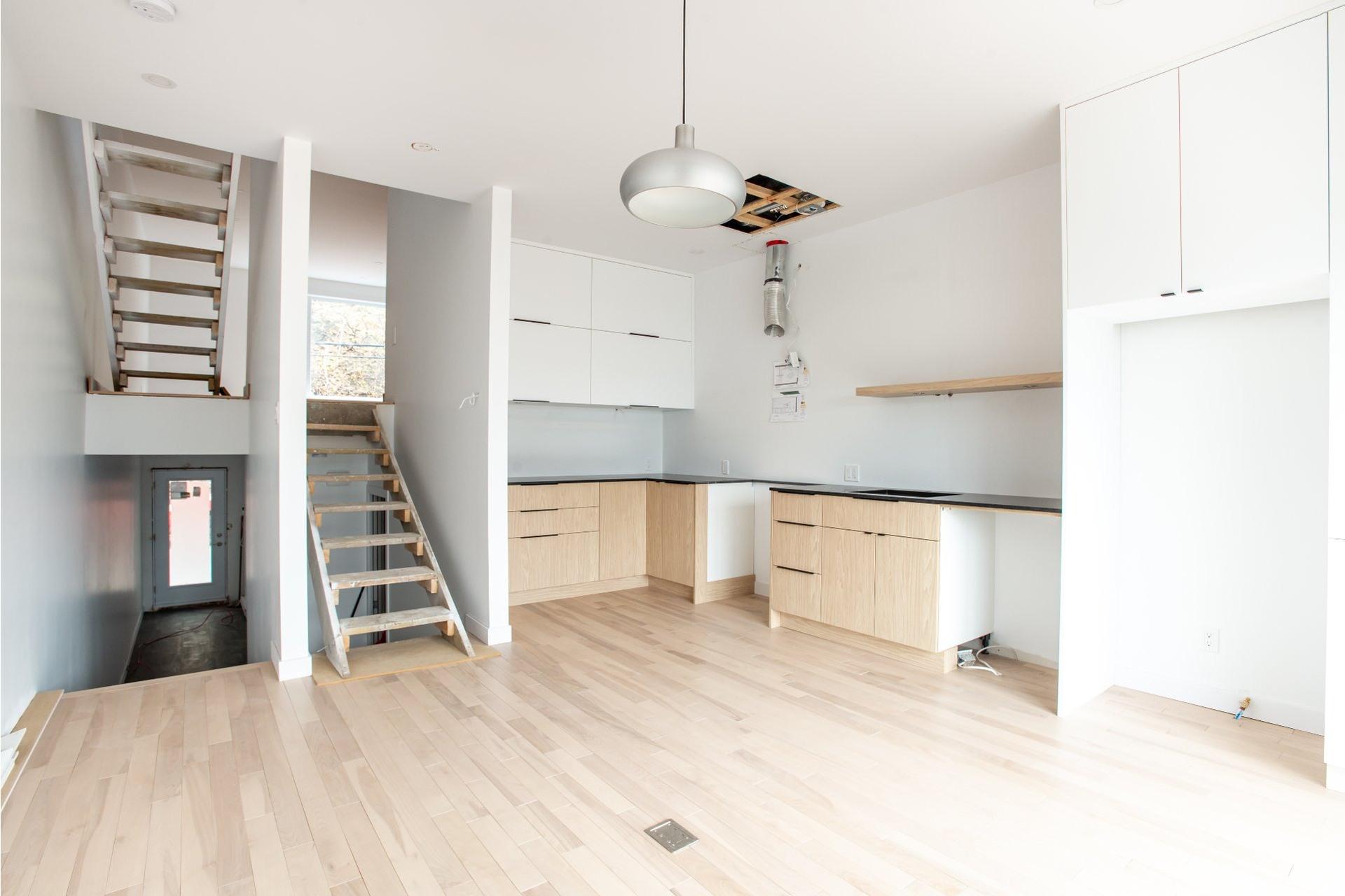 image 3 - House For sale La Cité-Limoilou Québec  - 11 rooms