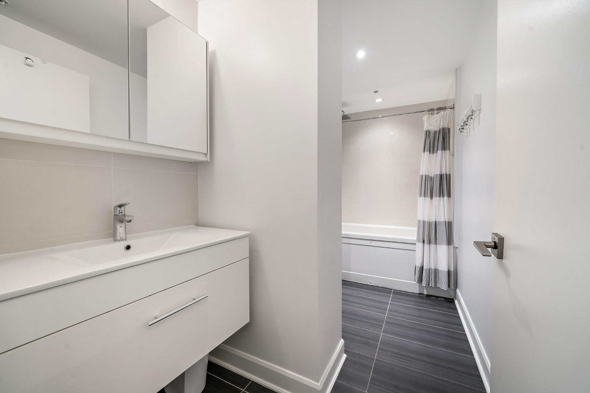 image 12 - Appartement À vendre Ville-Marie Montréal  - 3 pièces