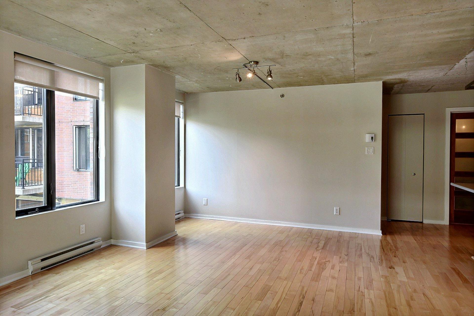 image 3 - Appartement À louer Ville-Marie Montréal  - 6 pièces