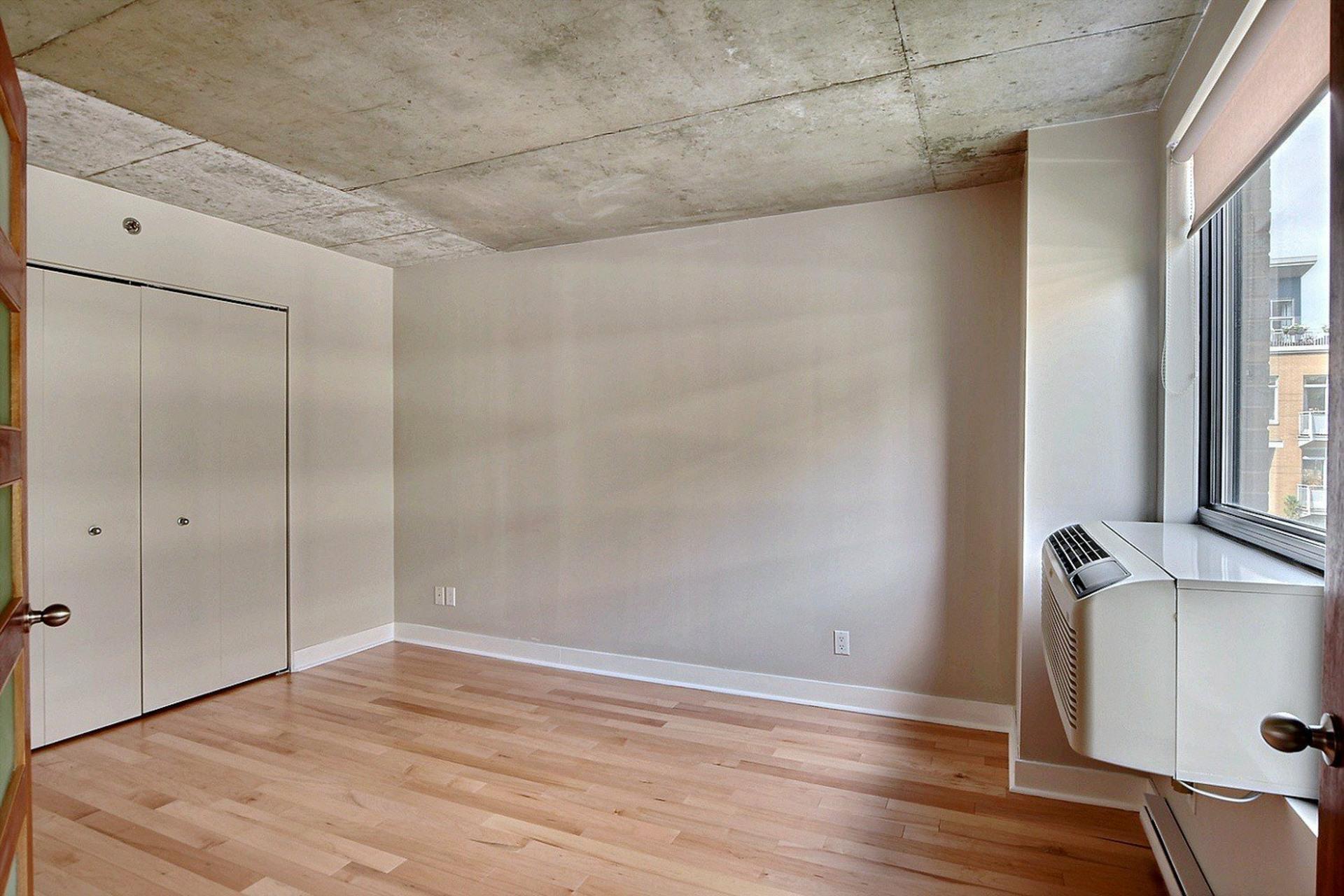image 9 - Appartement À louer Ville-Marie Montréal  - 6 pièces