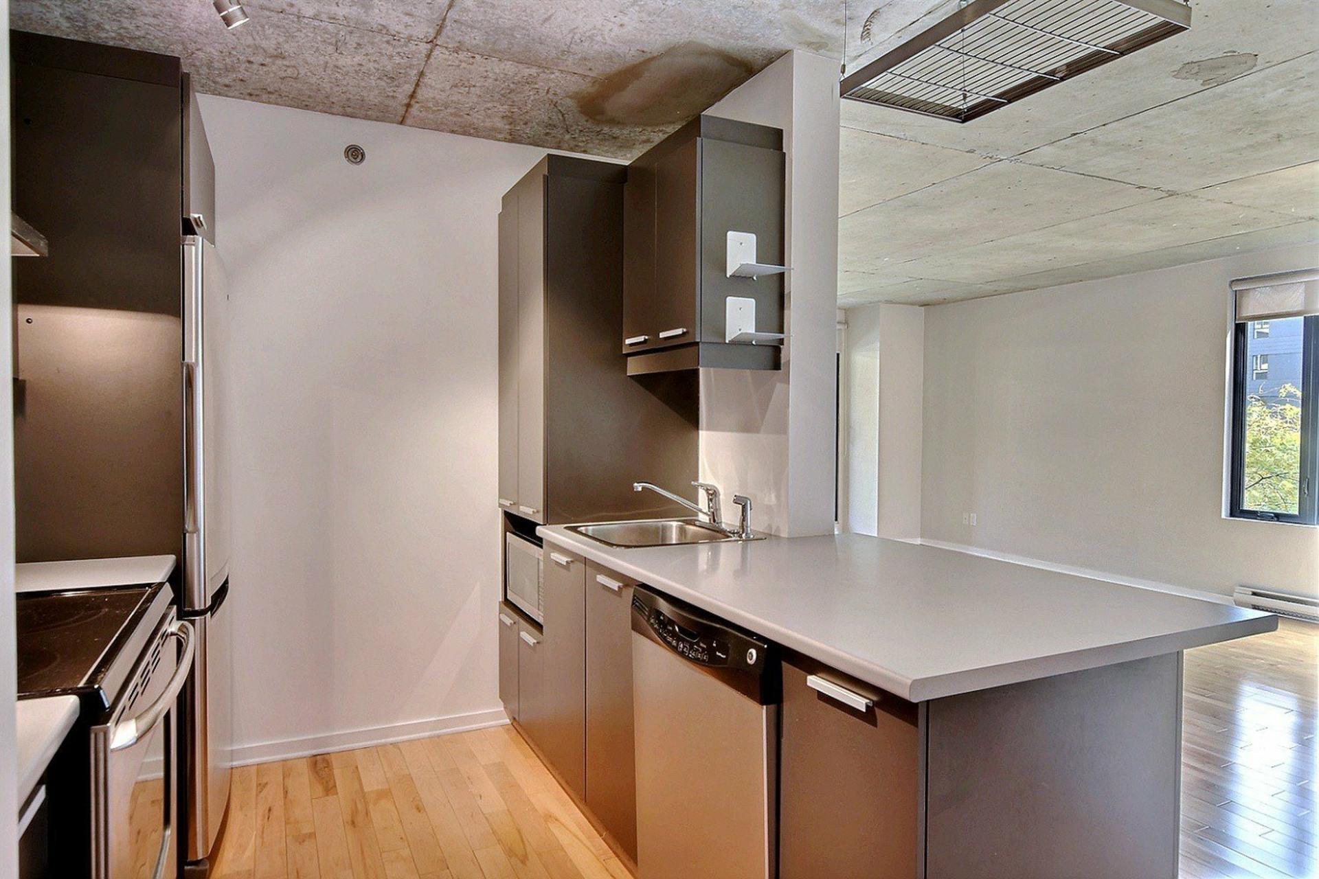 image 6 - Appartement À louer Ville-Marie Montréal  - 6 pièces