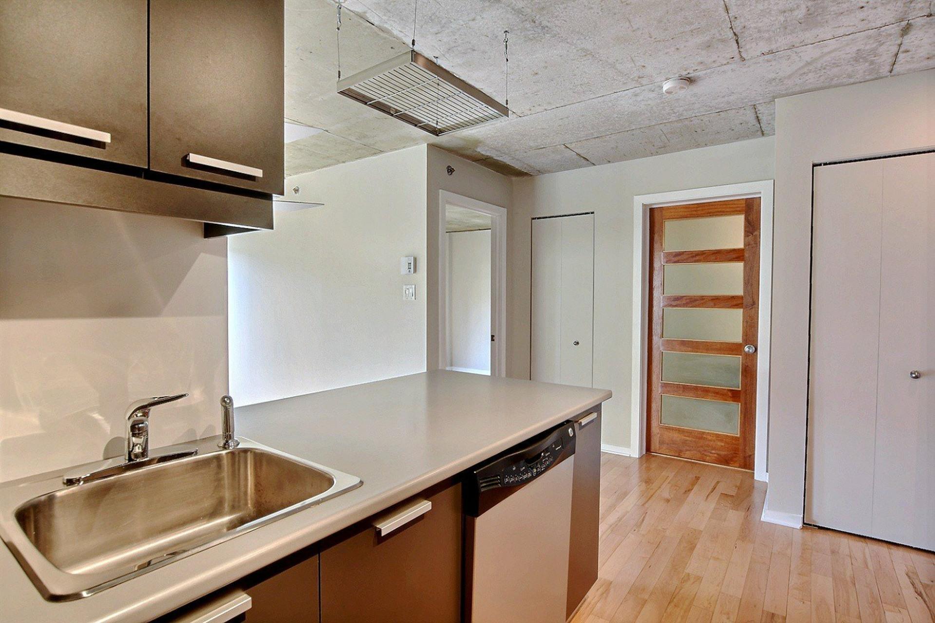 image 7 - Appartement À louer Ville-Marie Montréal  - 6 pièces