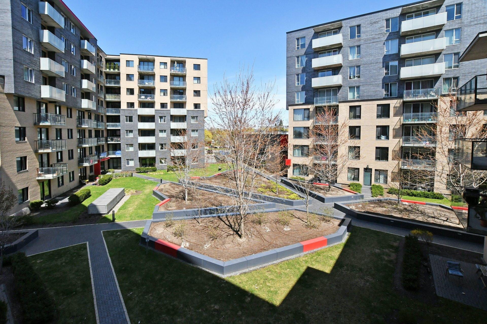 image 23 - Apartment For rent Côte-des-Neiges/Notre-Dame-de-Grâce Montréal  - 4 rooms