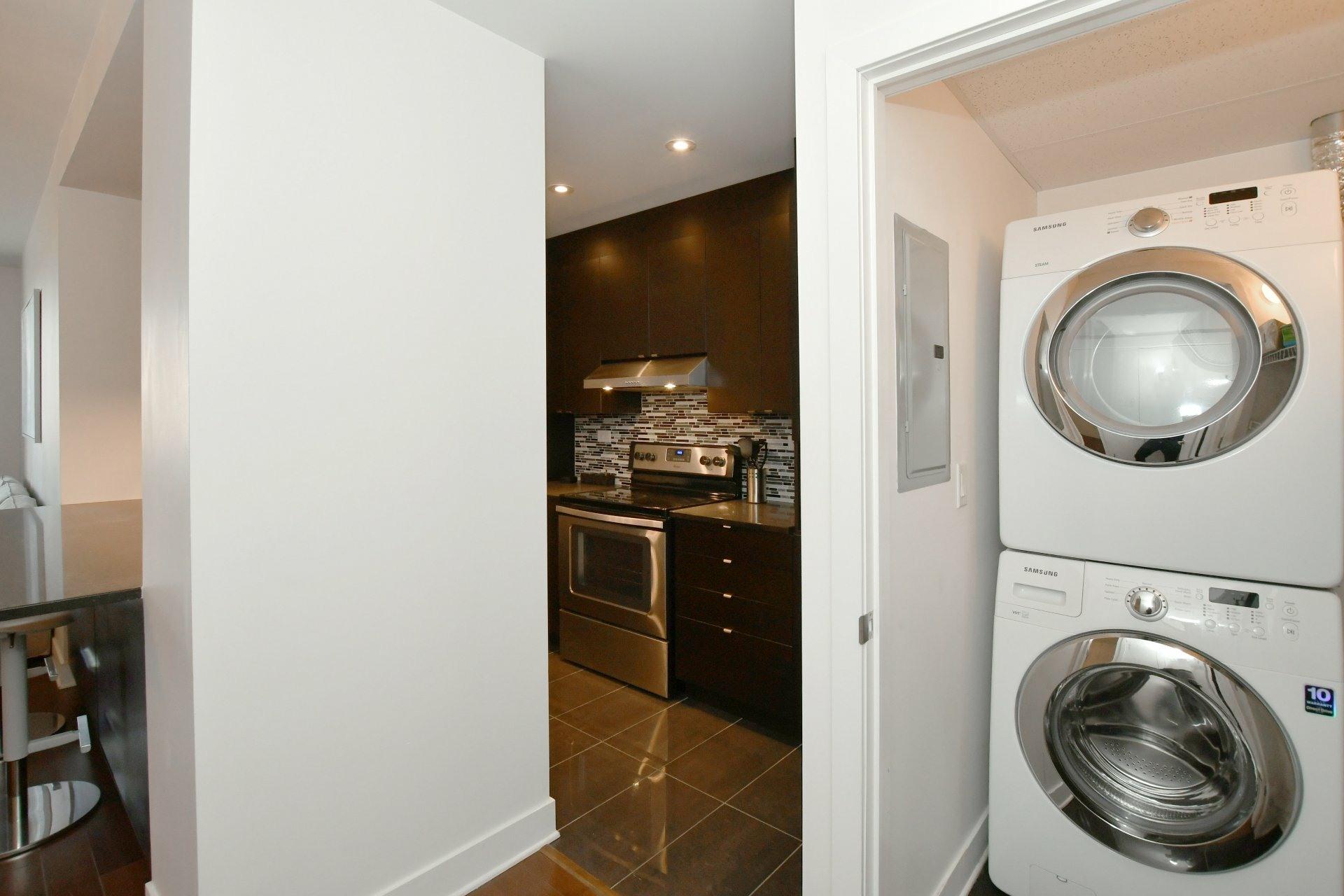 image 12 - Apartment For rent Côte-des-Neiges/Notre-Dame-de-Grâce Montréal  - 4 rooms