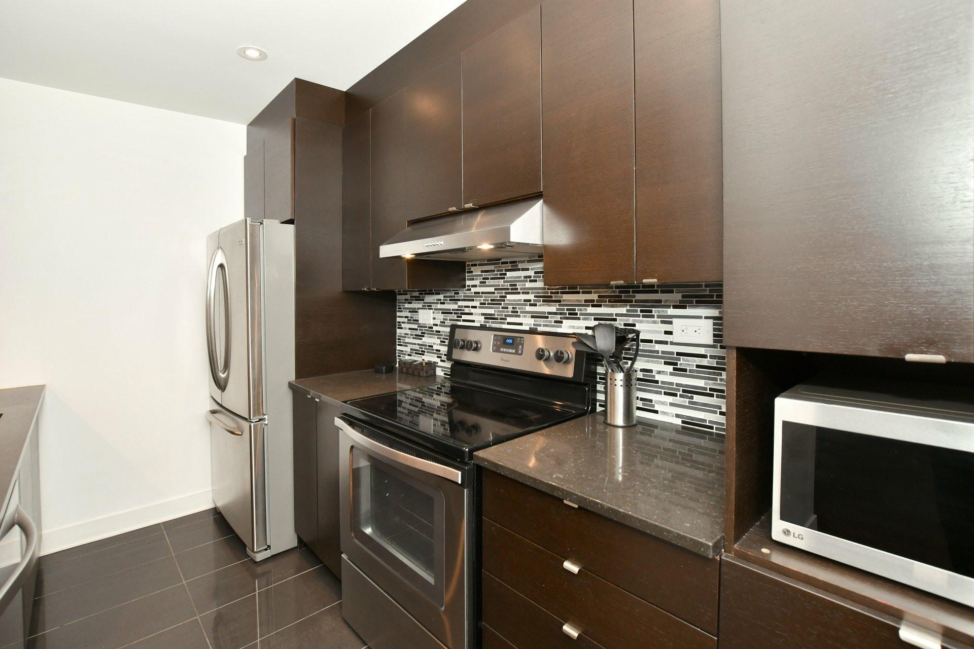 image 10 - Apartment For rent Côte-des-Neiges/Notre-Dame-de-Grâce Montréal  - 4 rooms