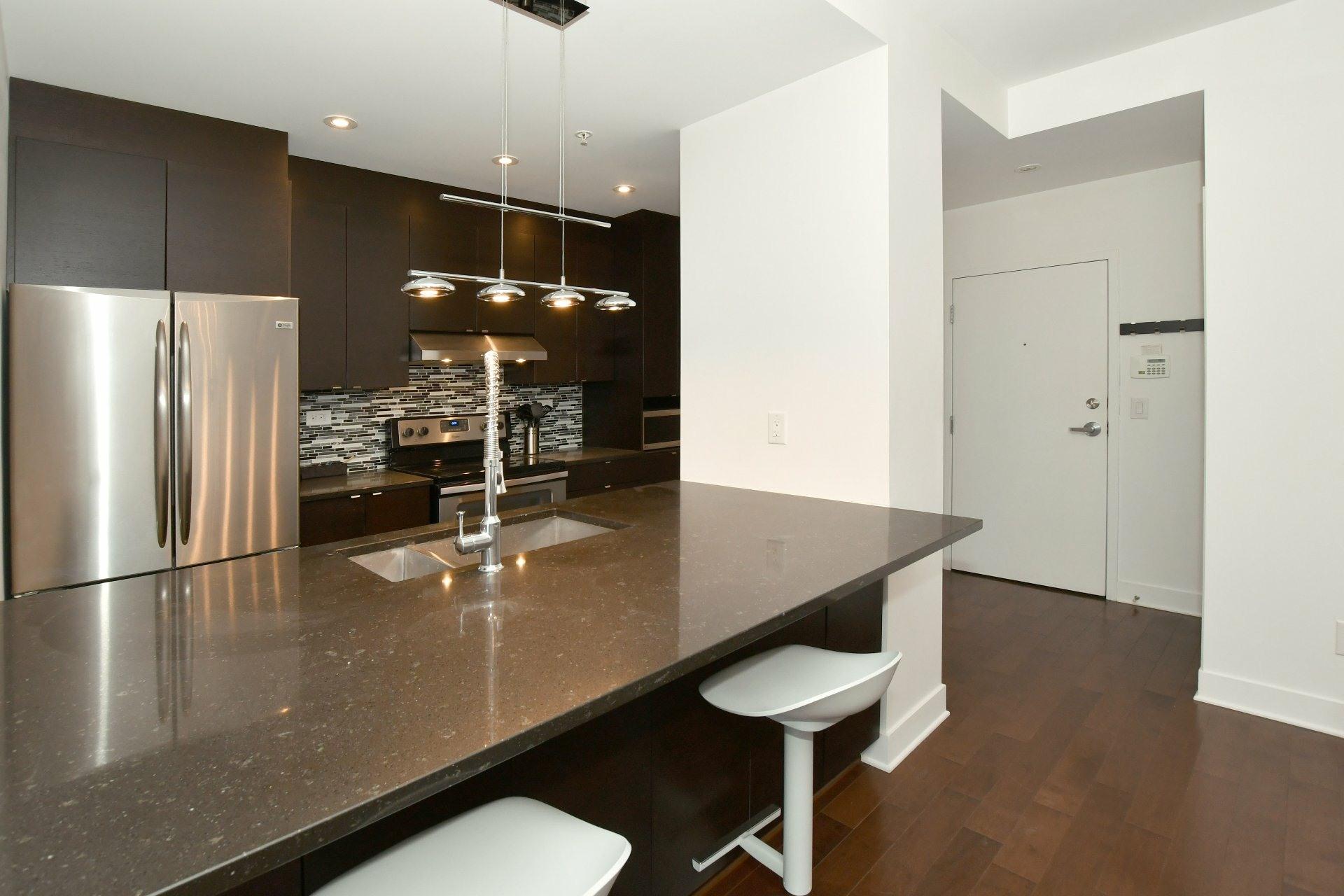 image 9 - Apartment For rent Côte-des-Neiges/Notre-Dame-de-Grâce Montréal  - 4 rooms