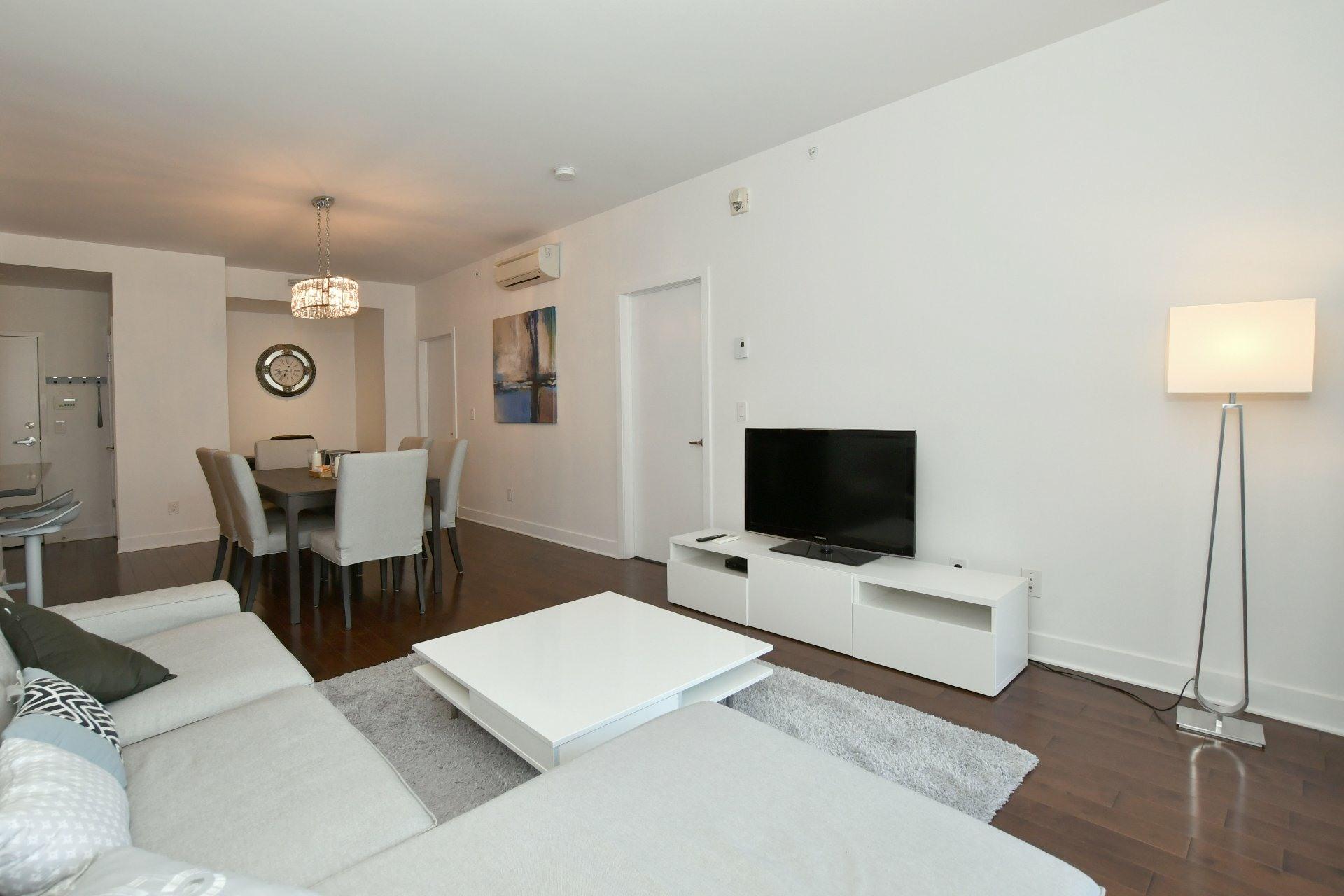 image 3 - Apartment For rent Côte-des-Neiges/Notre-Dame-de-Grâce Montréal  - 4 rooms
