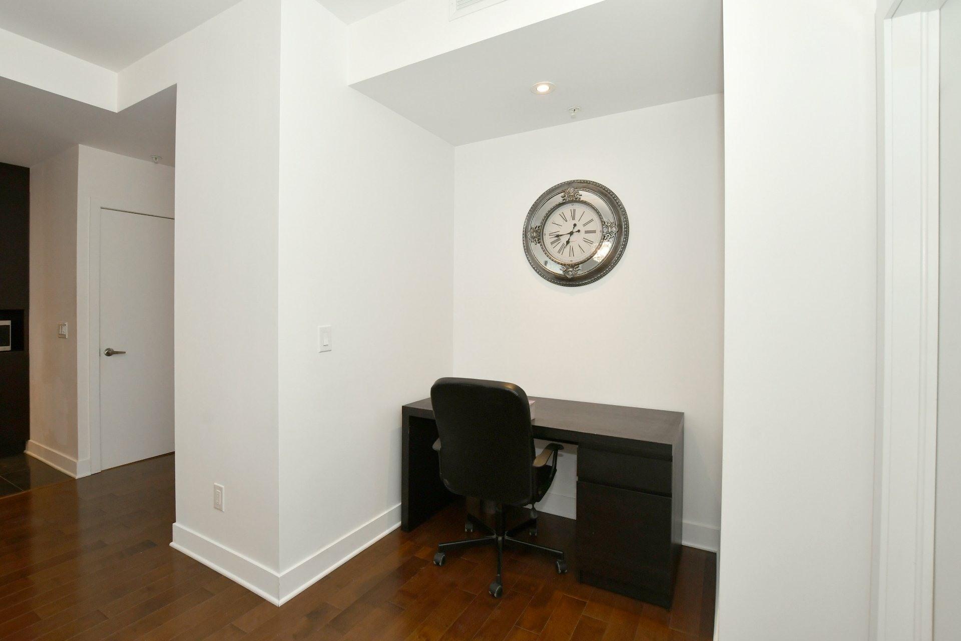 image 4 - Apartment For rent Côte-des-Neiges/Notre-Dame-de-Grâce Montréal  - 4 rooms