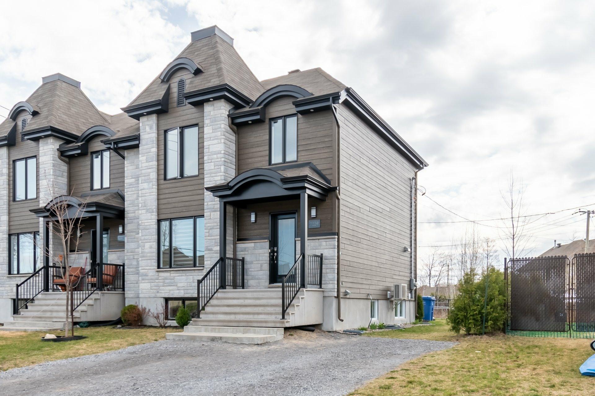 image 1 - House For sale Trois-Rivières - 9 rooms