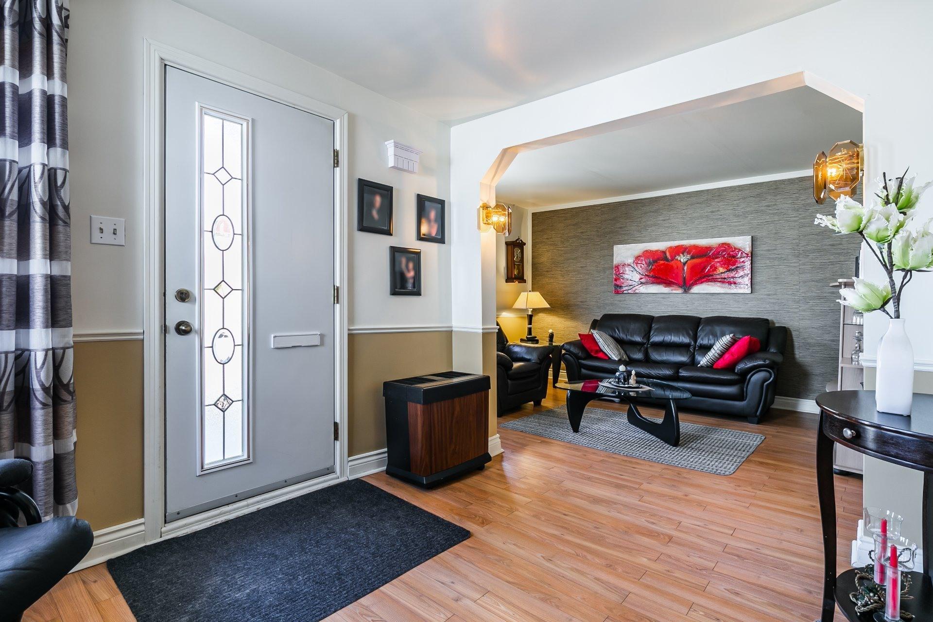 image 2 - Maison À vendre Rivière-des-Prairies/Pointe-aux-Trembles Montréal  - 7 pièces