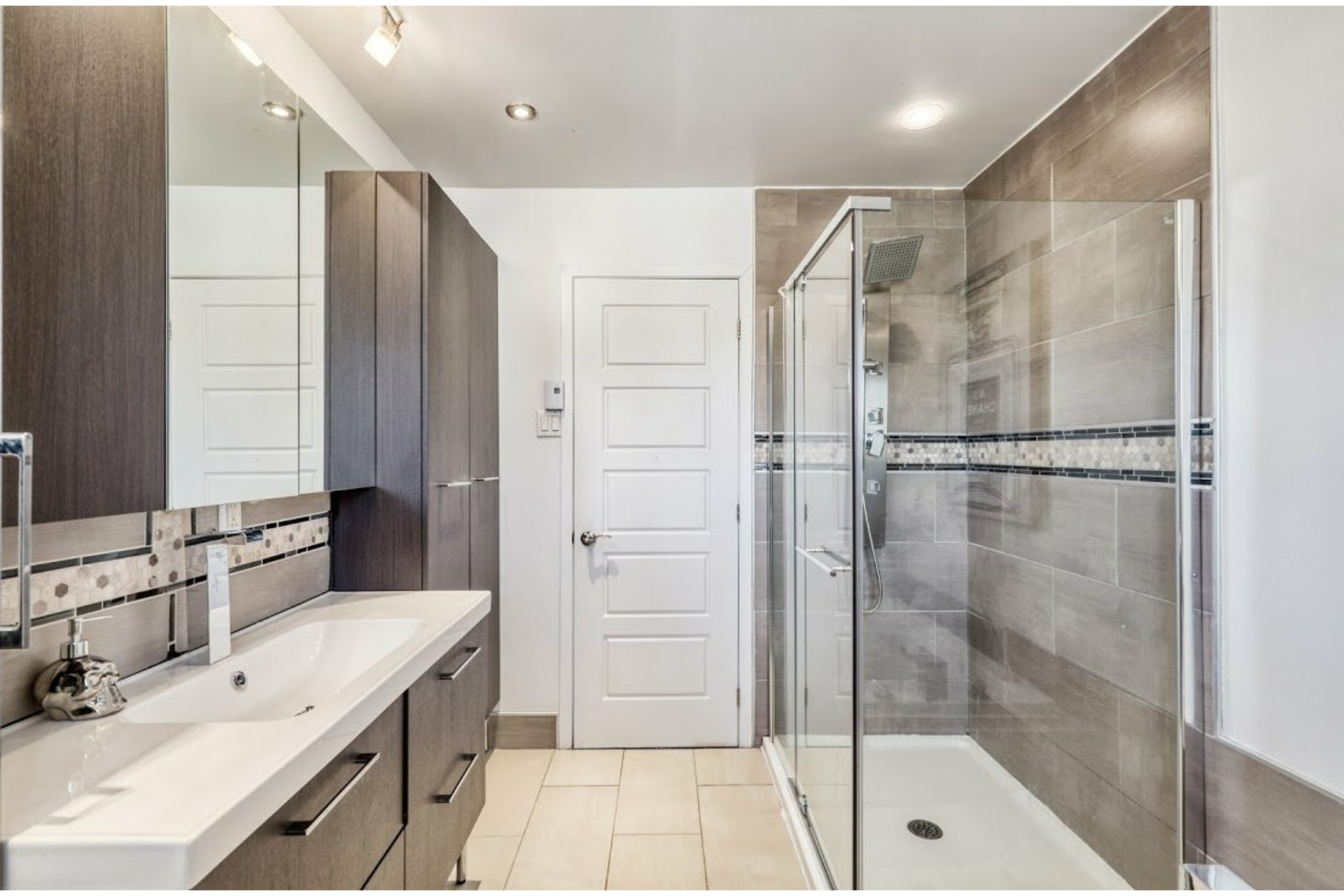 image 10 - House For sale Notre-Dame-des-Prairies - 11 rooms