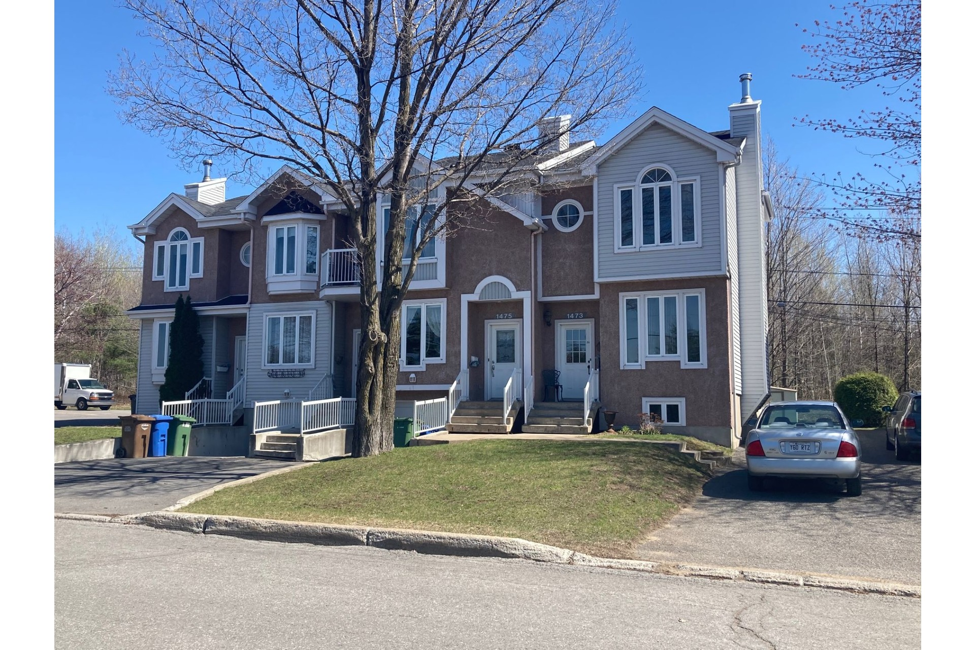 image 1 - House For sale Joliette - 11 rooms