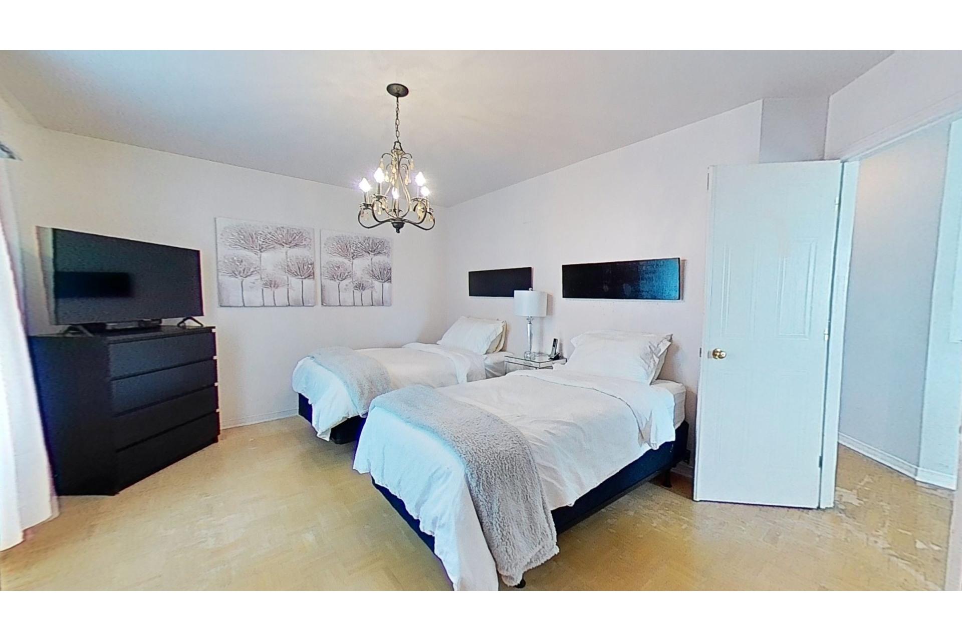 image 8 - House For sale Saint-Constant - 12 rooms