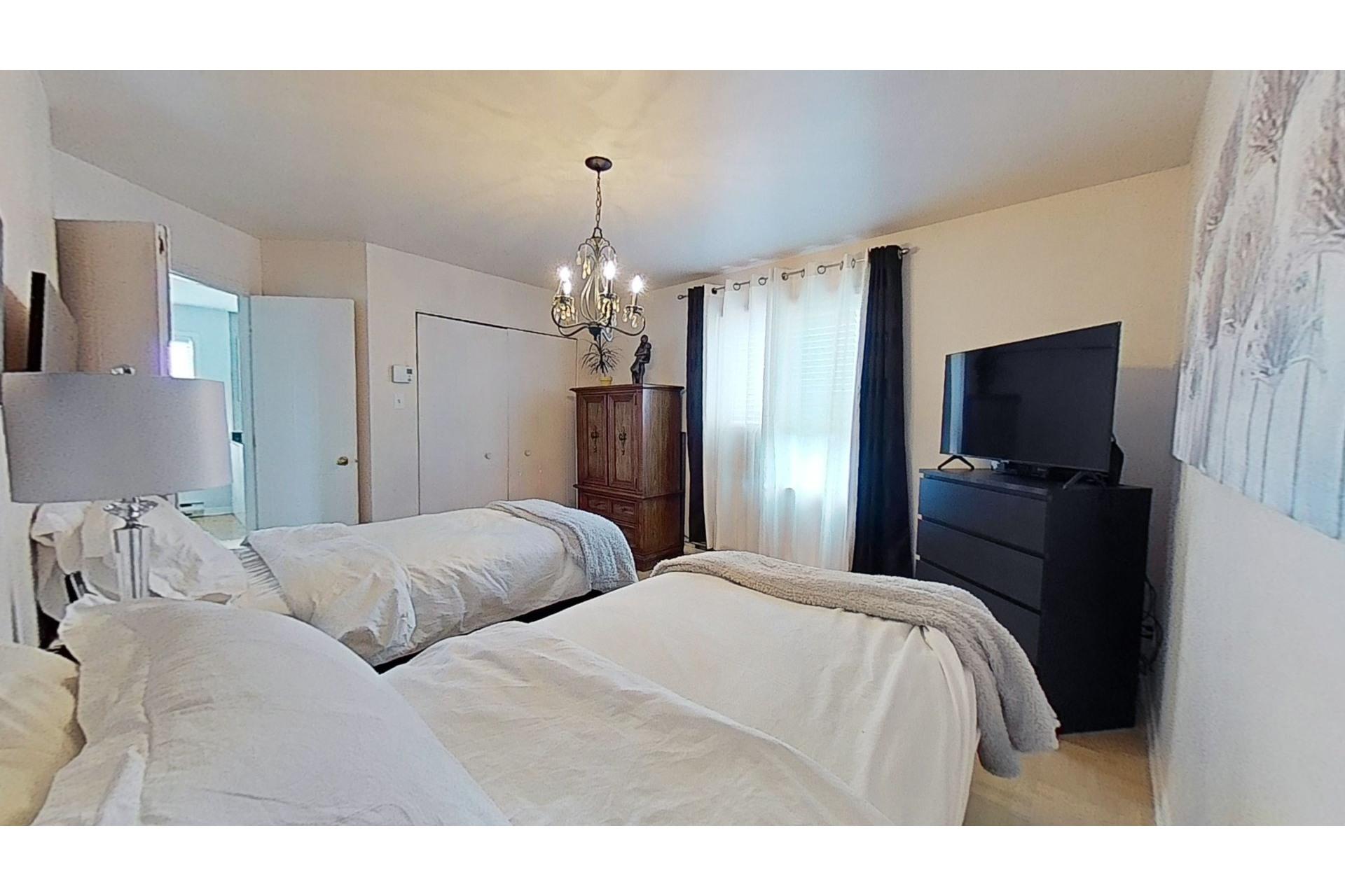 image 9 - House For sale Saint-Constant - 12 rooms