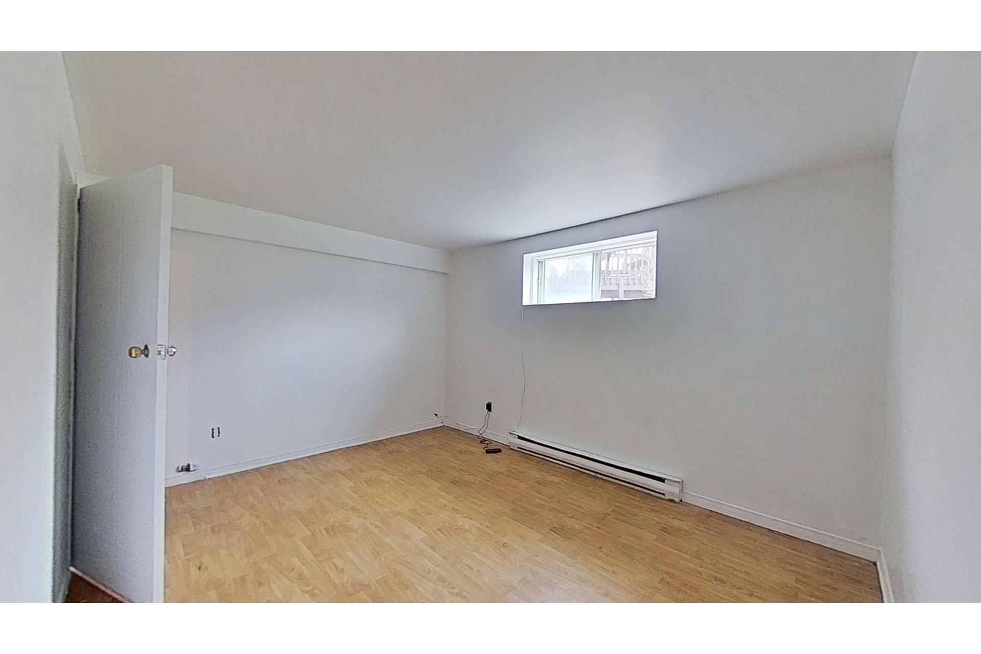 image 18 - House For sale Saint-Constant - 12 rooms