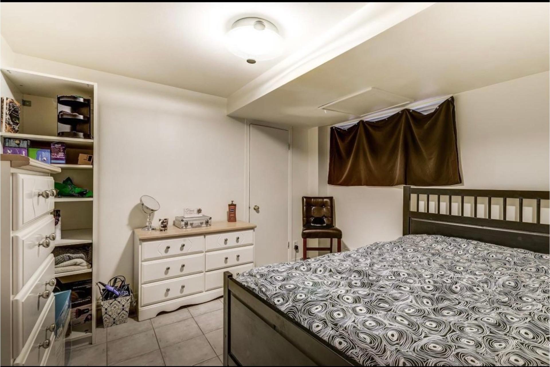 image 2 - Apartment For rent Côte-des-Neiges/Notre-Dame-de-Grâce Montréal  - 5 rooms