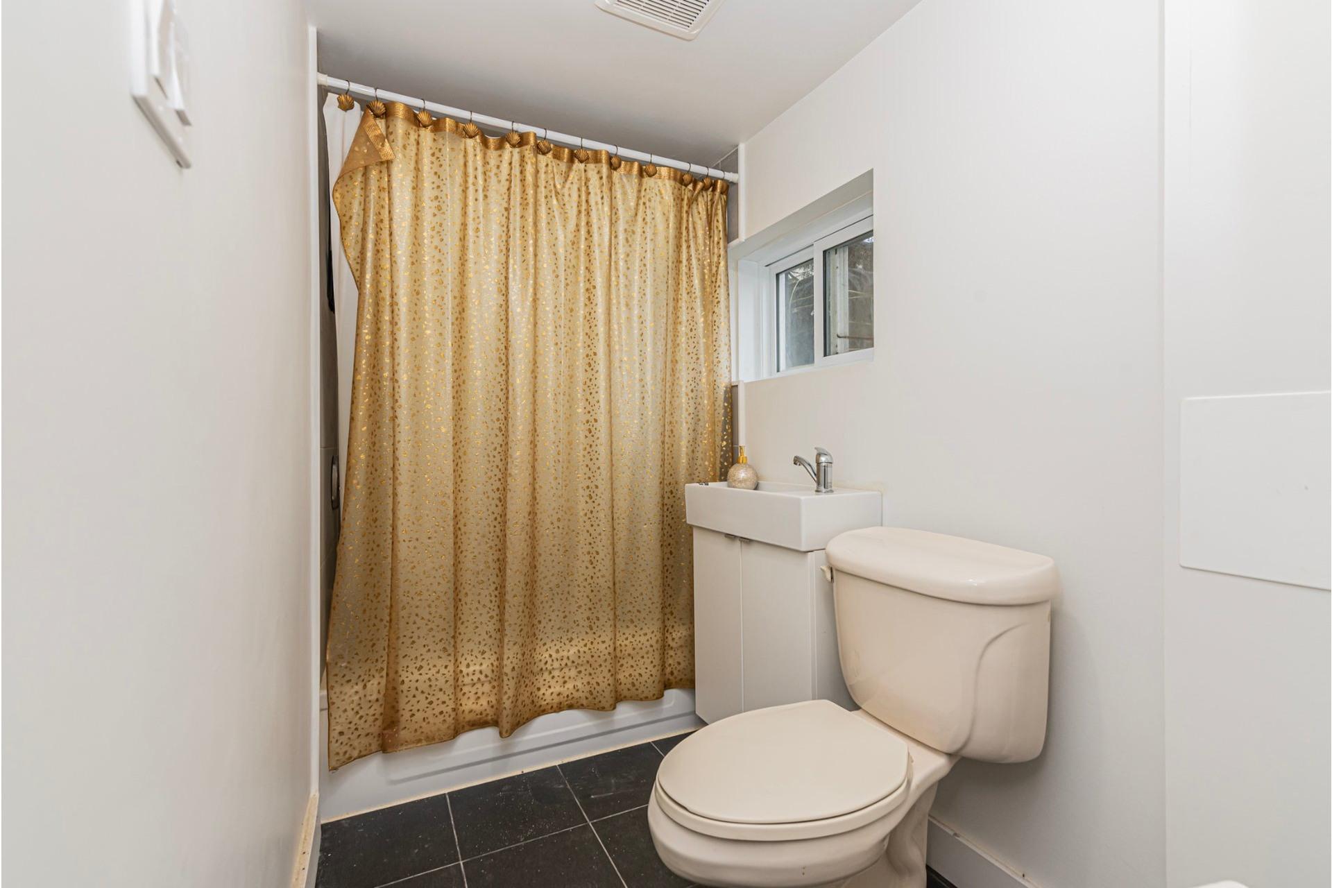 image 27 - House For sale Laval-des-Rapides Laval  - 9 rooms