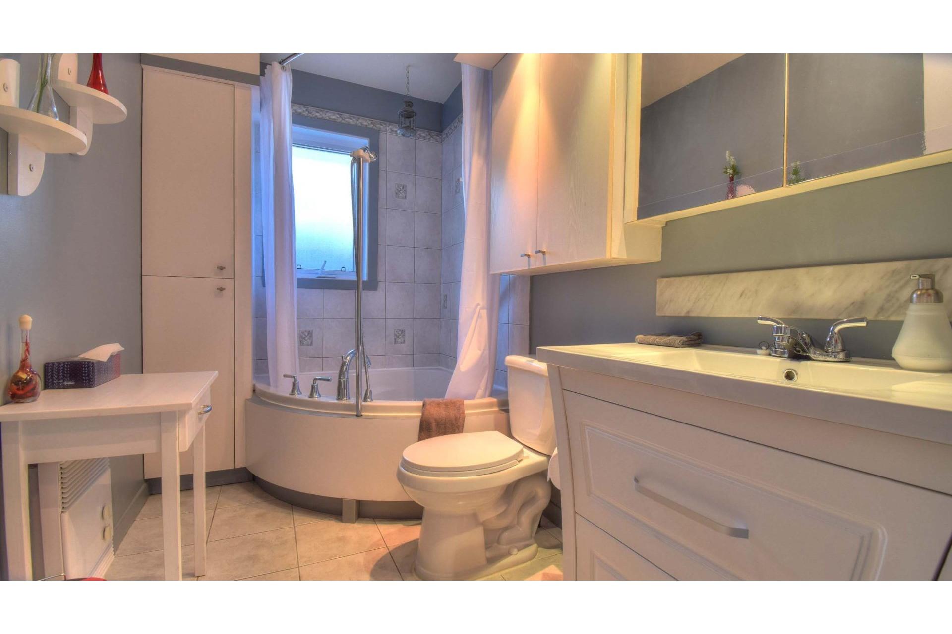 image 12 - House For sale Trois-Rivières - 9 rooms