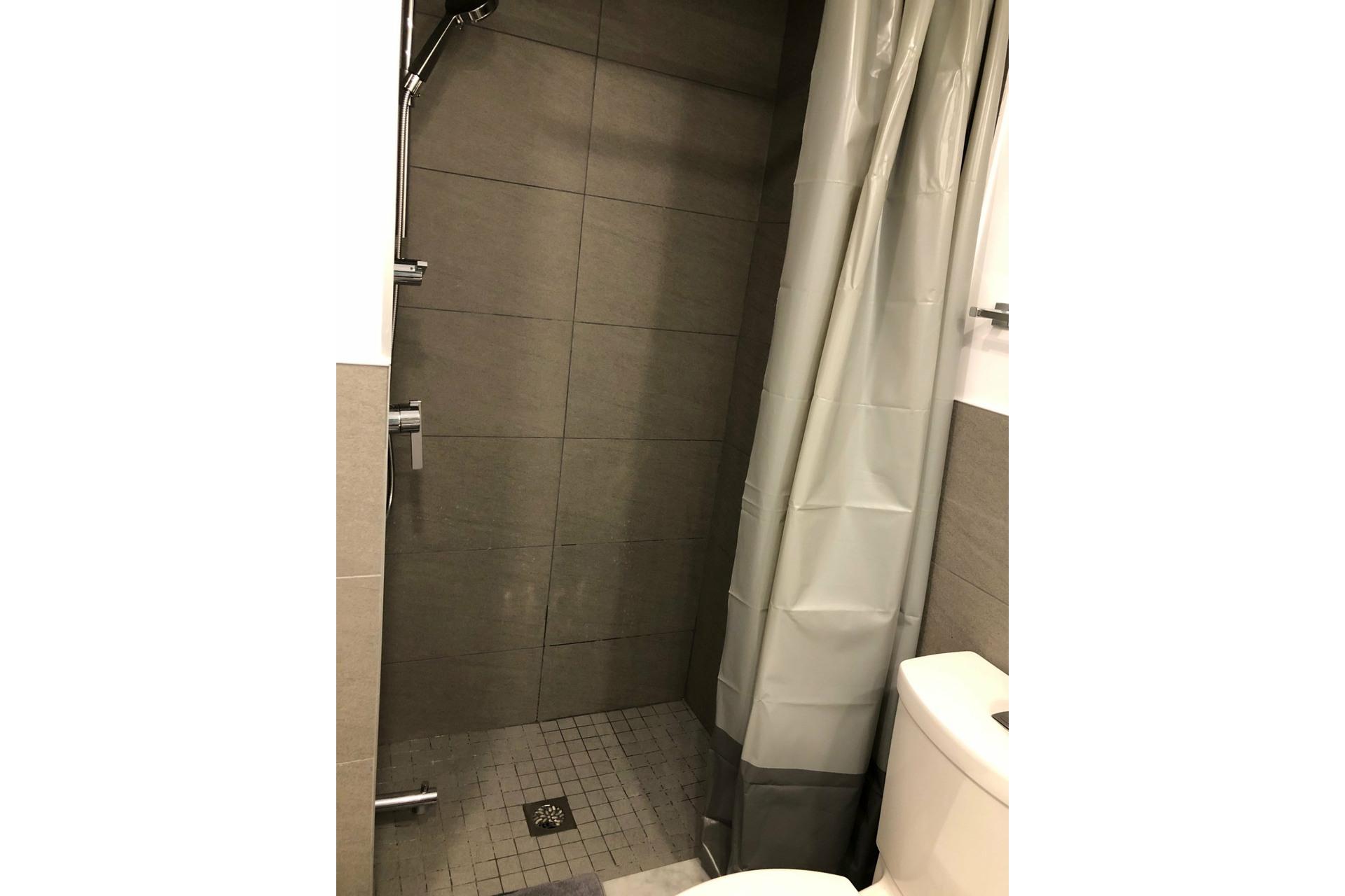 image 9 - Appartement À louer Côte-des-Neiges/Notre-Dame-de-Grâce Montréal  - 5 pièces