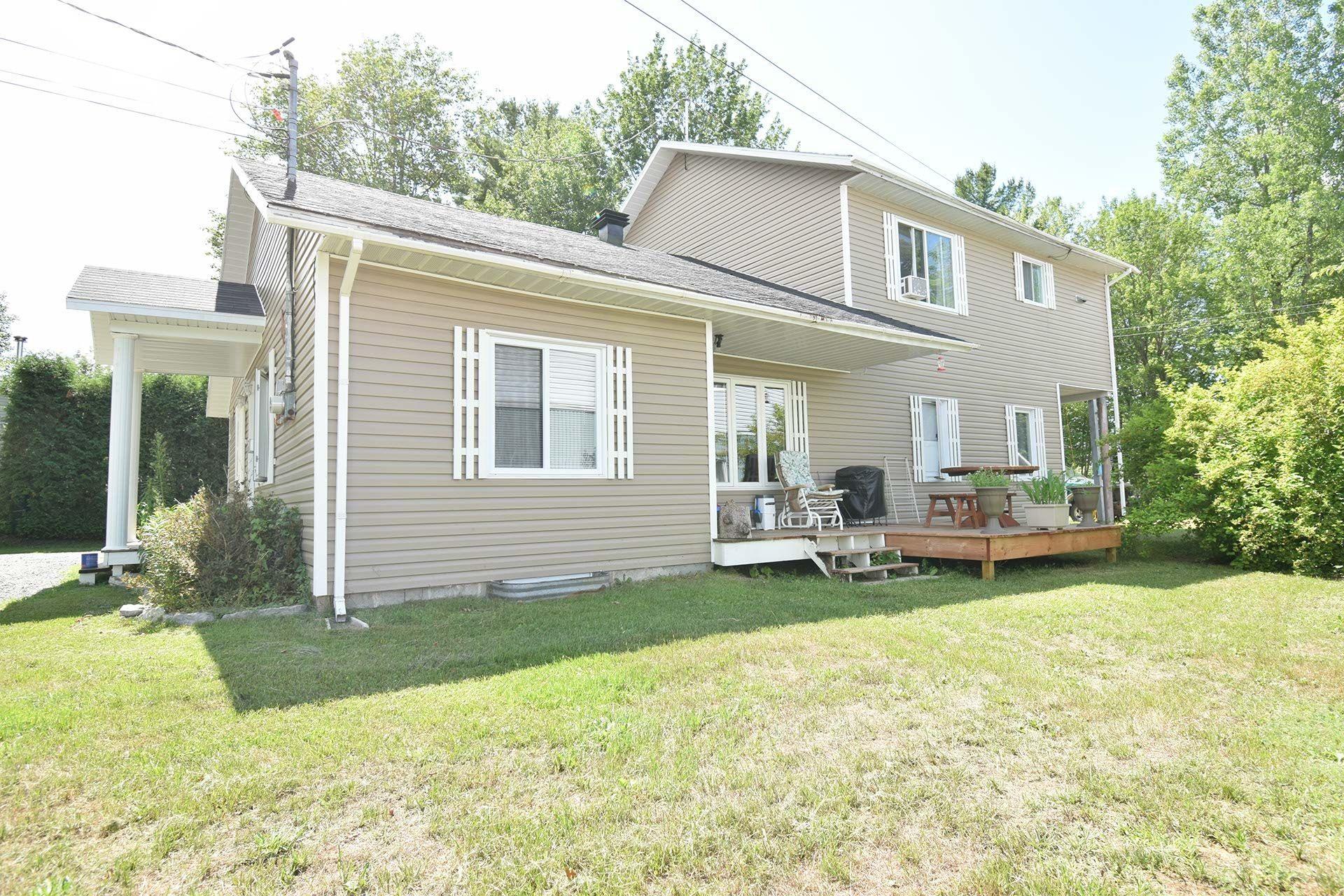 image 1 - Immeuble à revenus À vendre Trois-Rivières - 5 pièces