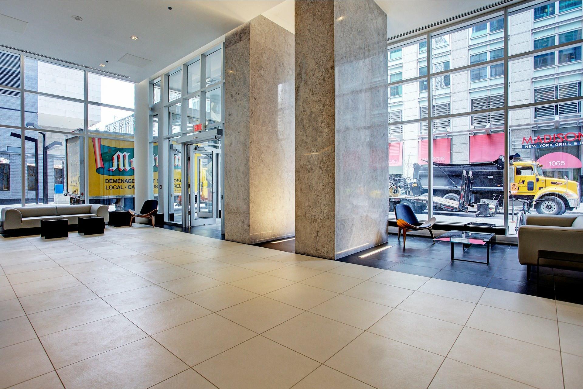 image 6 - Appartement À louer Ville-Marie Montréal  - 5 pièces