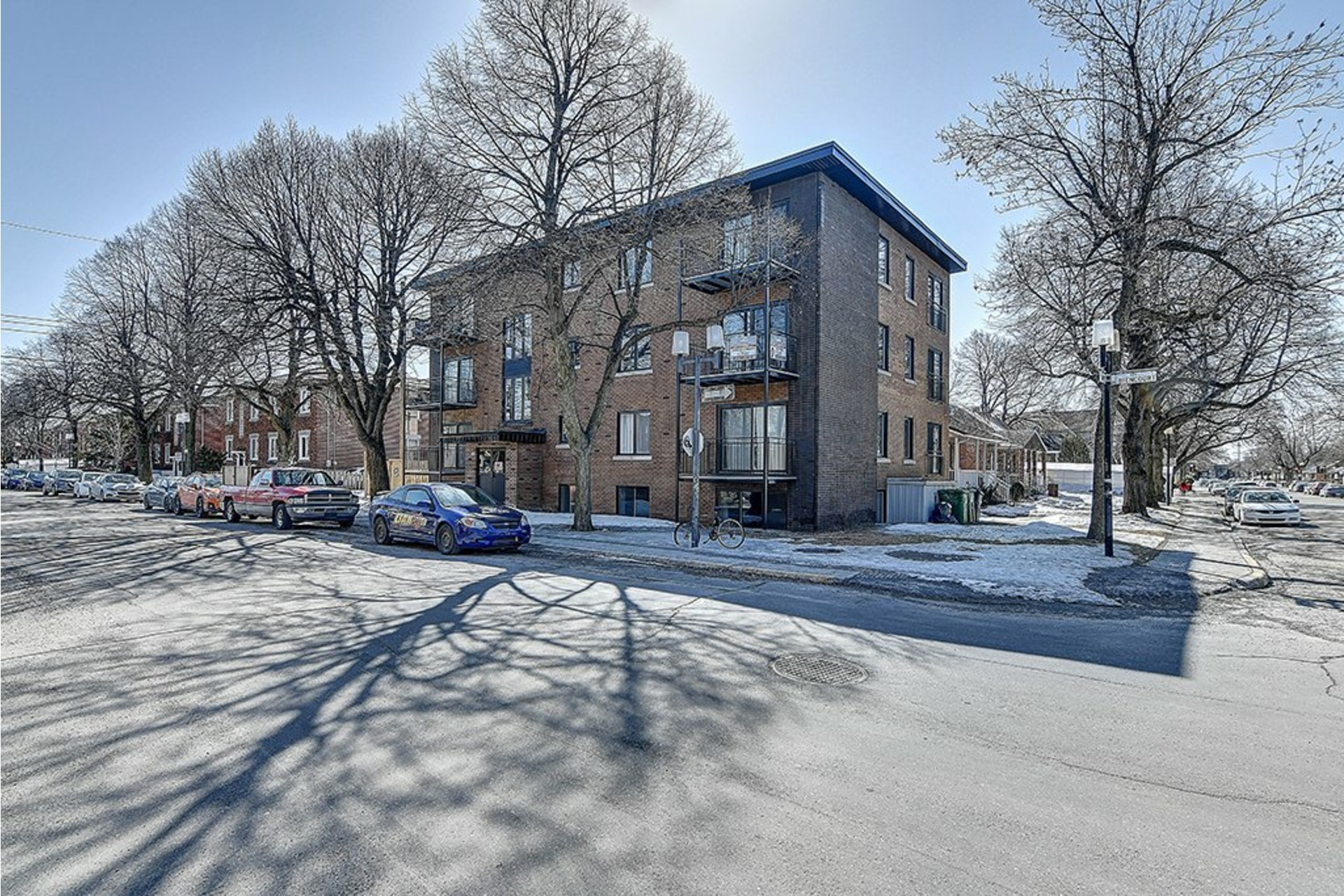 image 1 - Income property For sale Le Sud-Ouest Montréal  - 4 rooms