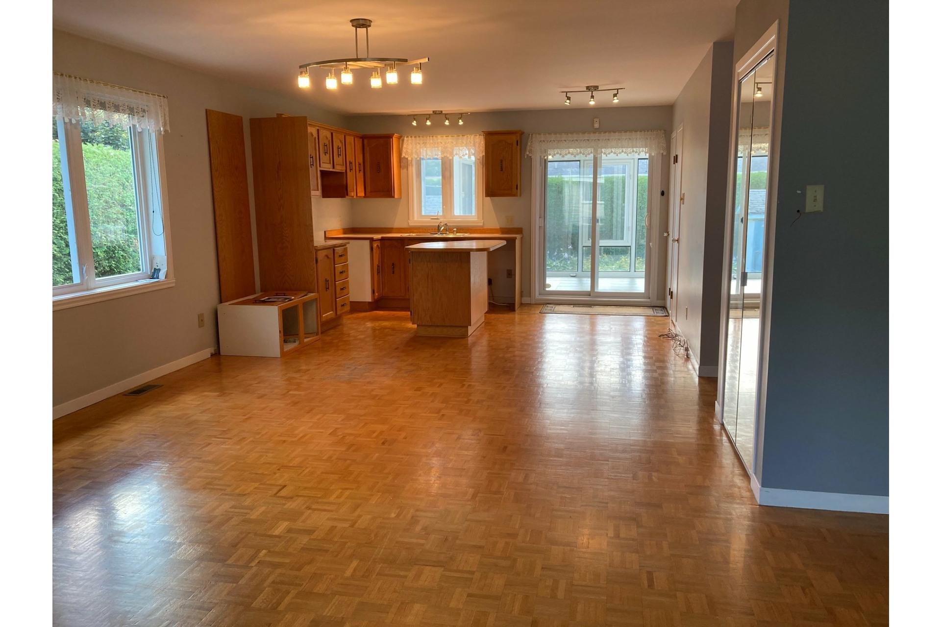 image 9 - House For sale Joliette - 13 rooms