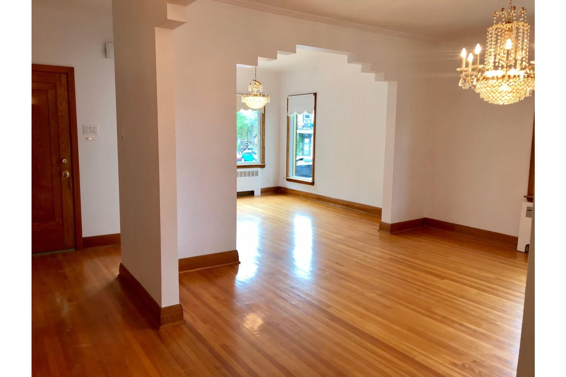 image 2 - Appartement À louer Villeray/Saint-Michel/Parc-Extension Montréal  - 5 pièces