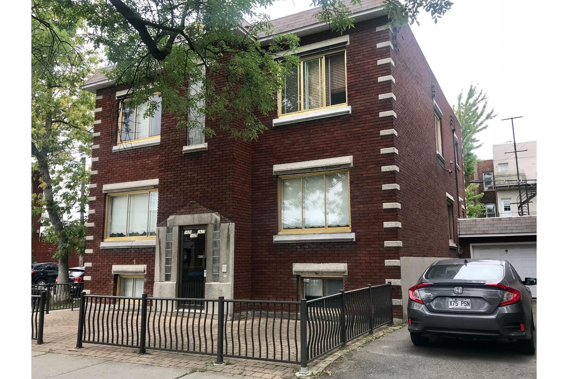 image 0 - Apartment For rent Villeray/Saint-Michel/Parc-Extension Montréal  - 5 rooms