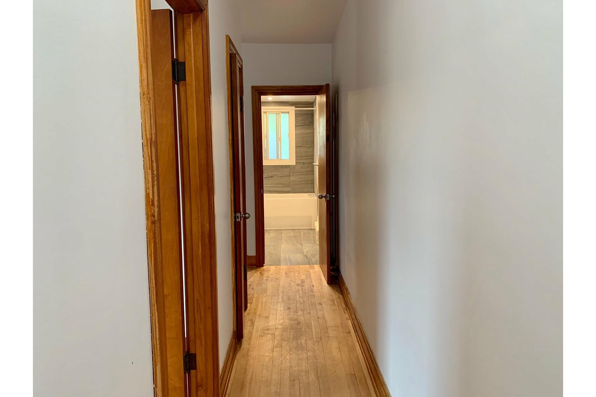 image 10 - Appartement À louer Villeray/Saint-Michel/Parc-Extension Montréal  - 3 pièces