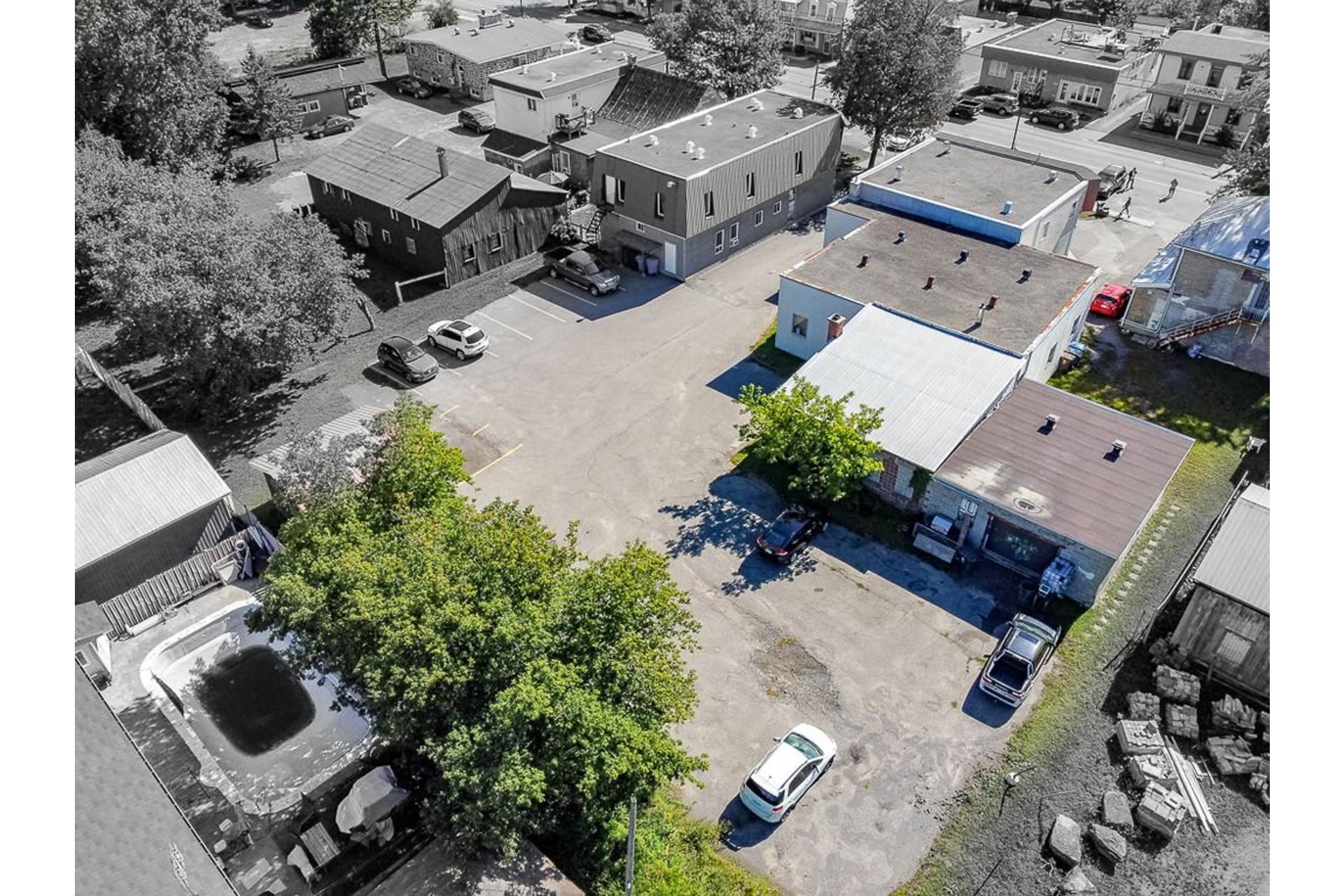 image 2 - Bureau À vendre Sainte-Anne-des-Plaines