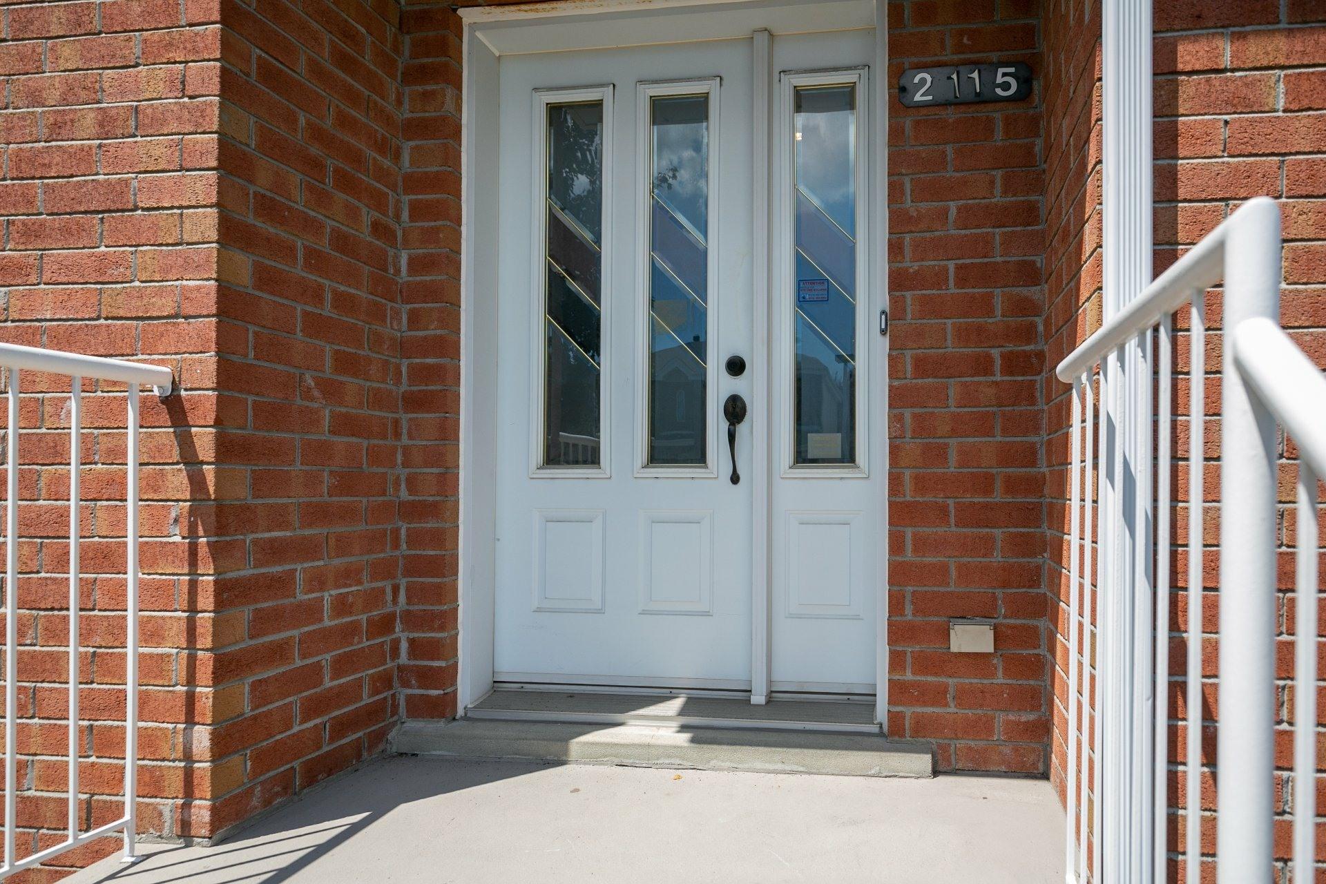 image 1 - Maison À vendre Le Vieux-Longueuil Longueuil  - 10 pièces