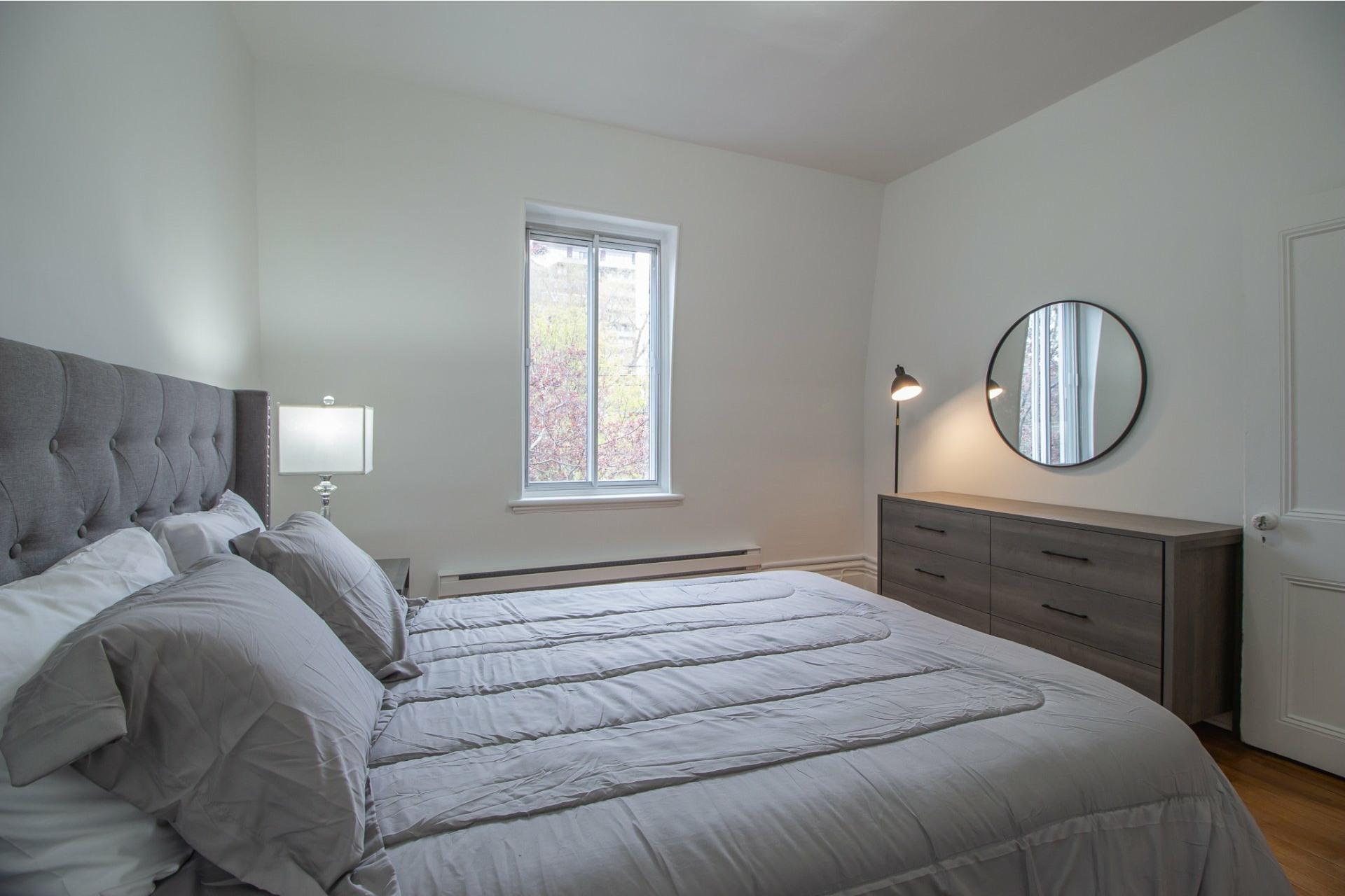 image 12 - Maison À louer Côte-des-Neiges/Notre-Dame-de-Grâce Montréal  - 8 pièces