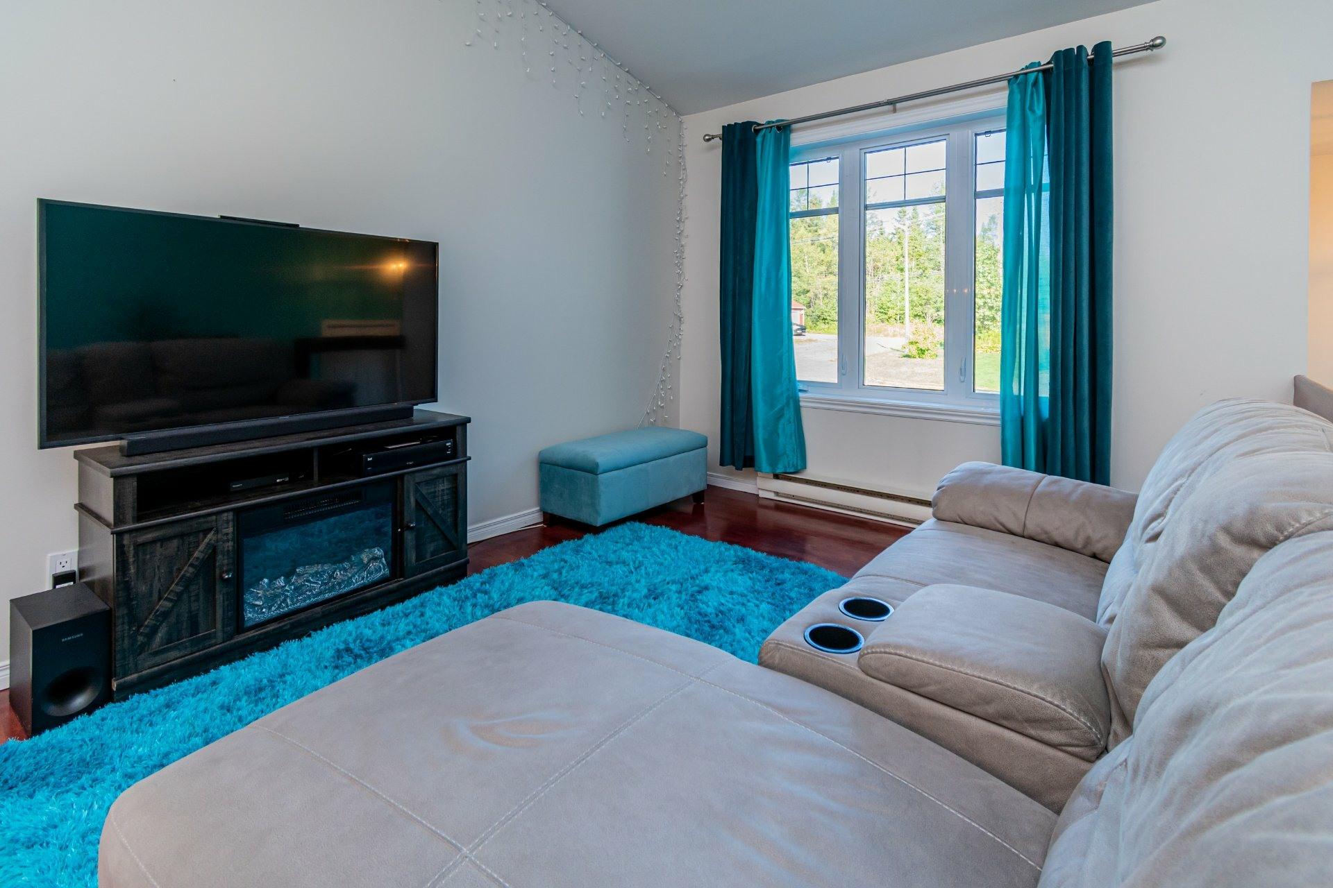 image 6 - House For sale La Haute-Saint-Charles Québec  - 10 rooms