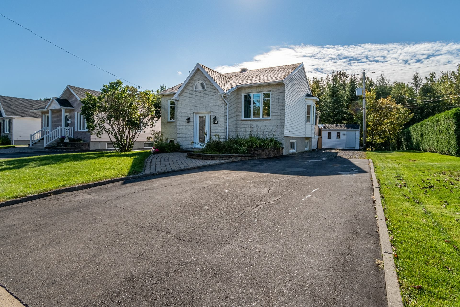 image 1 - House For sale La Haute-Saint-Charles Québec  - 10 rooms
