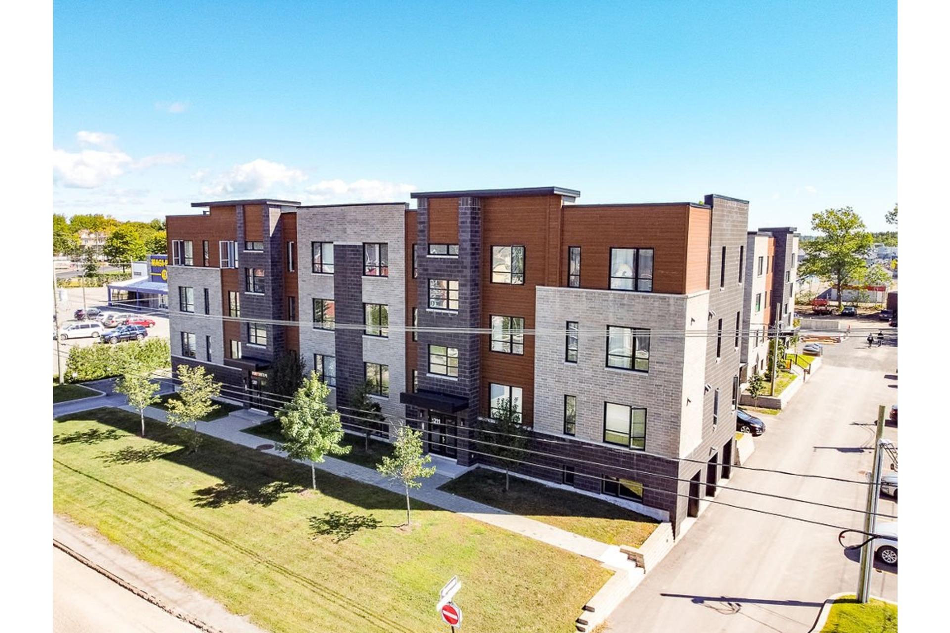 image 0 - Apartment For sale Sainte-Anne-des-Plaines - 4 rooms