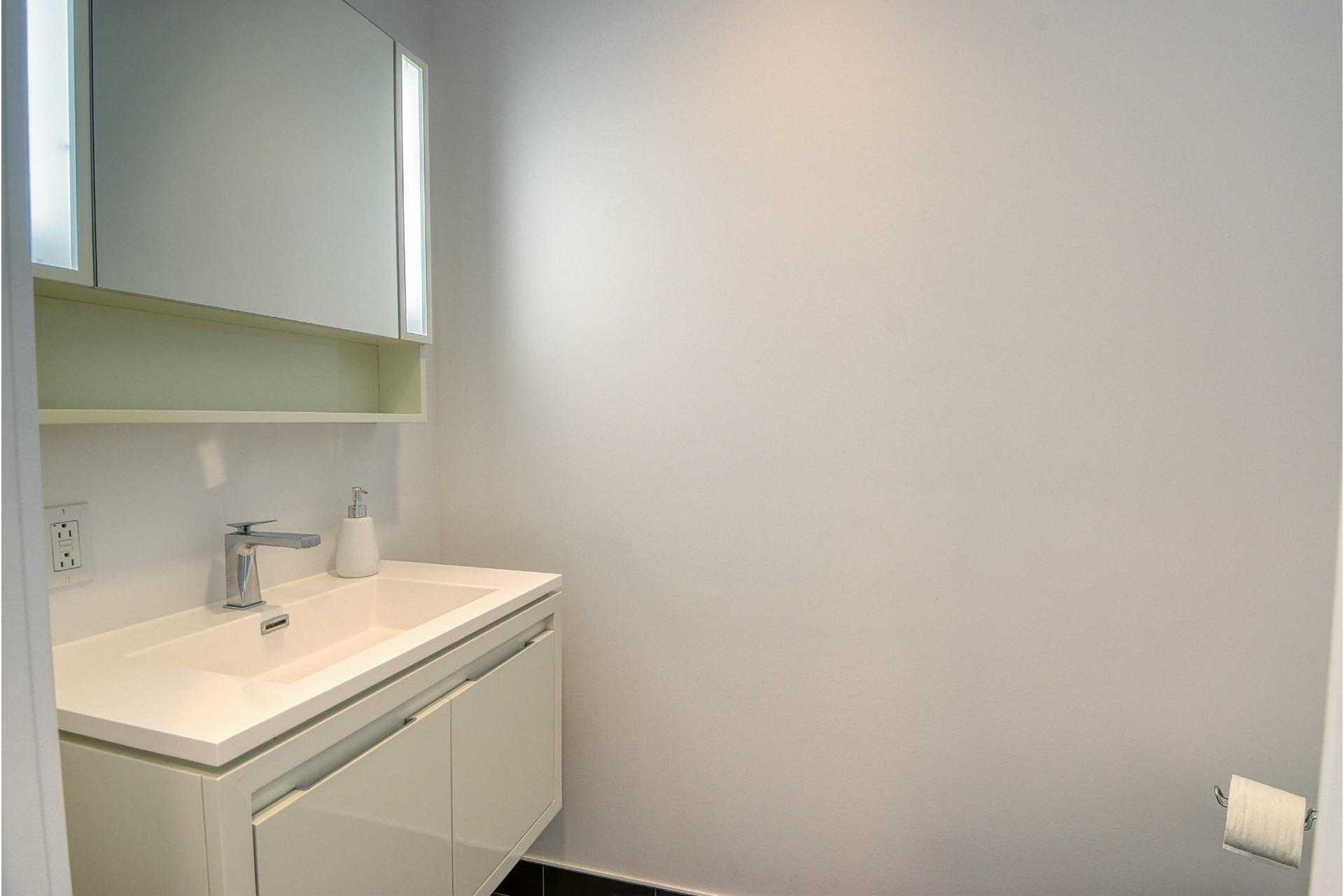 image 20 - Appartement À louer Ville-Marie Montréal  - 6 pièces
