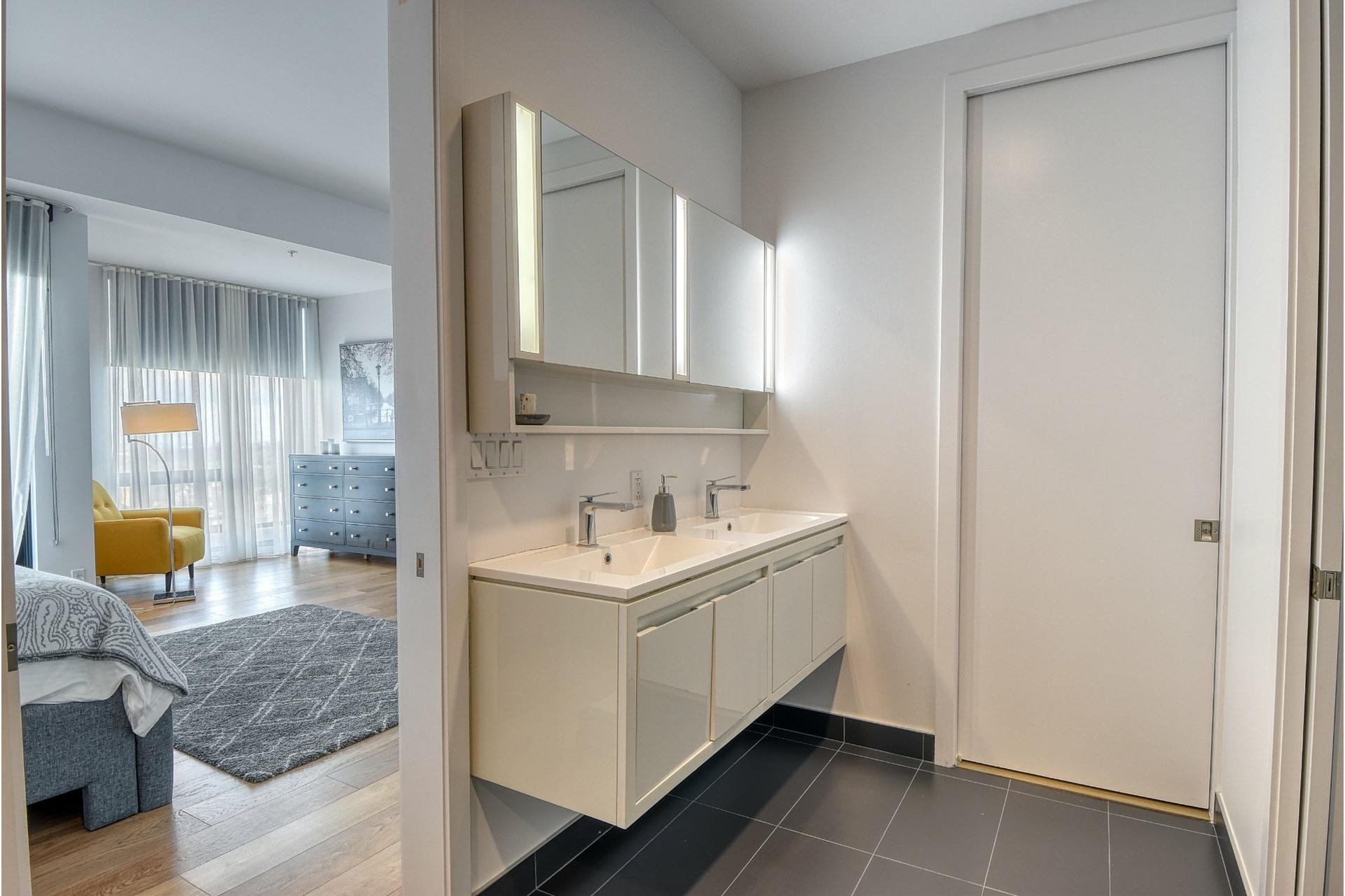 image 14 - Appartement À louer Ville-Marie Montréal  - 6 pièces
