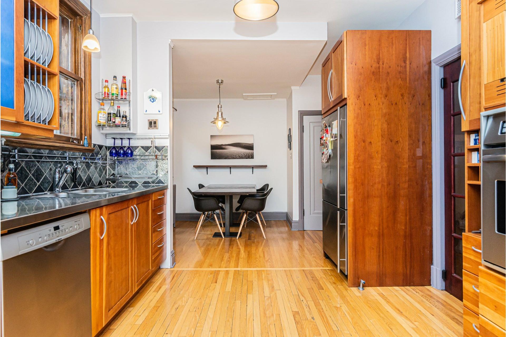 image 10 - House For rent Côte-des-Neiges/Notre-Dame-de-Grâce Montréal  - 9 rooms